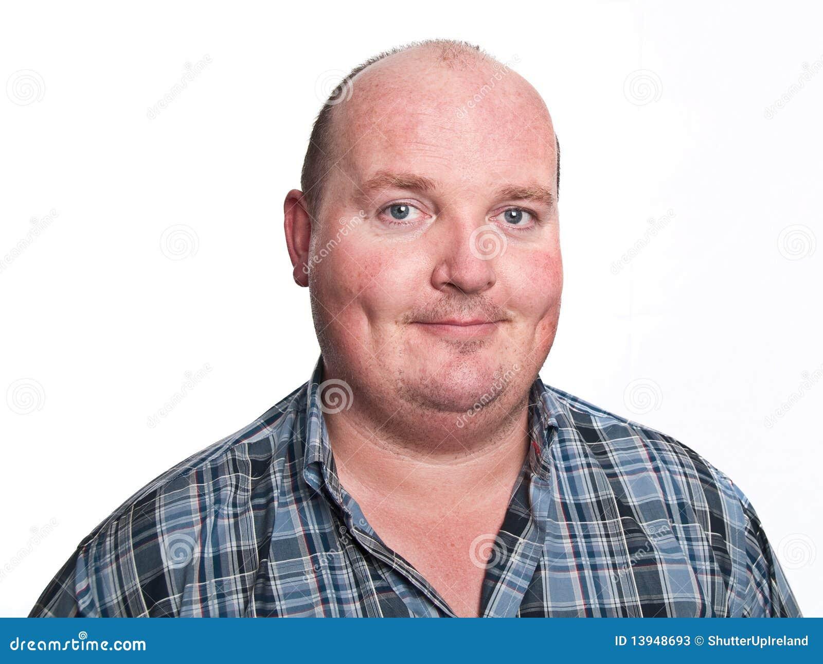 Retrato masculino ocasional de la cara en blanco