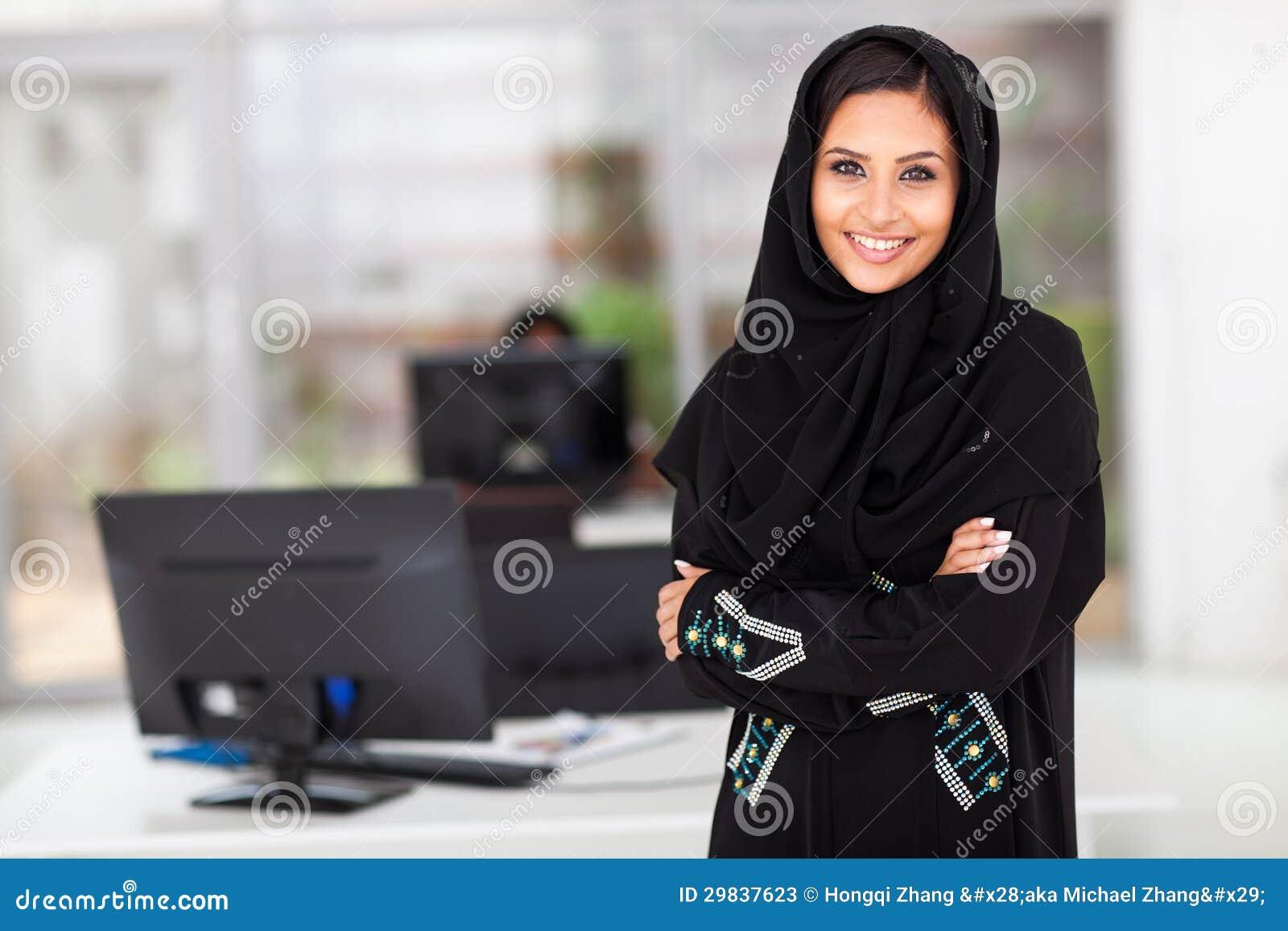 Escritório muçulmano da mulher de negócios