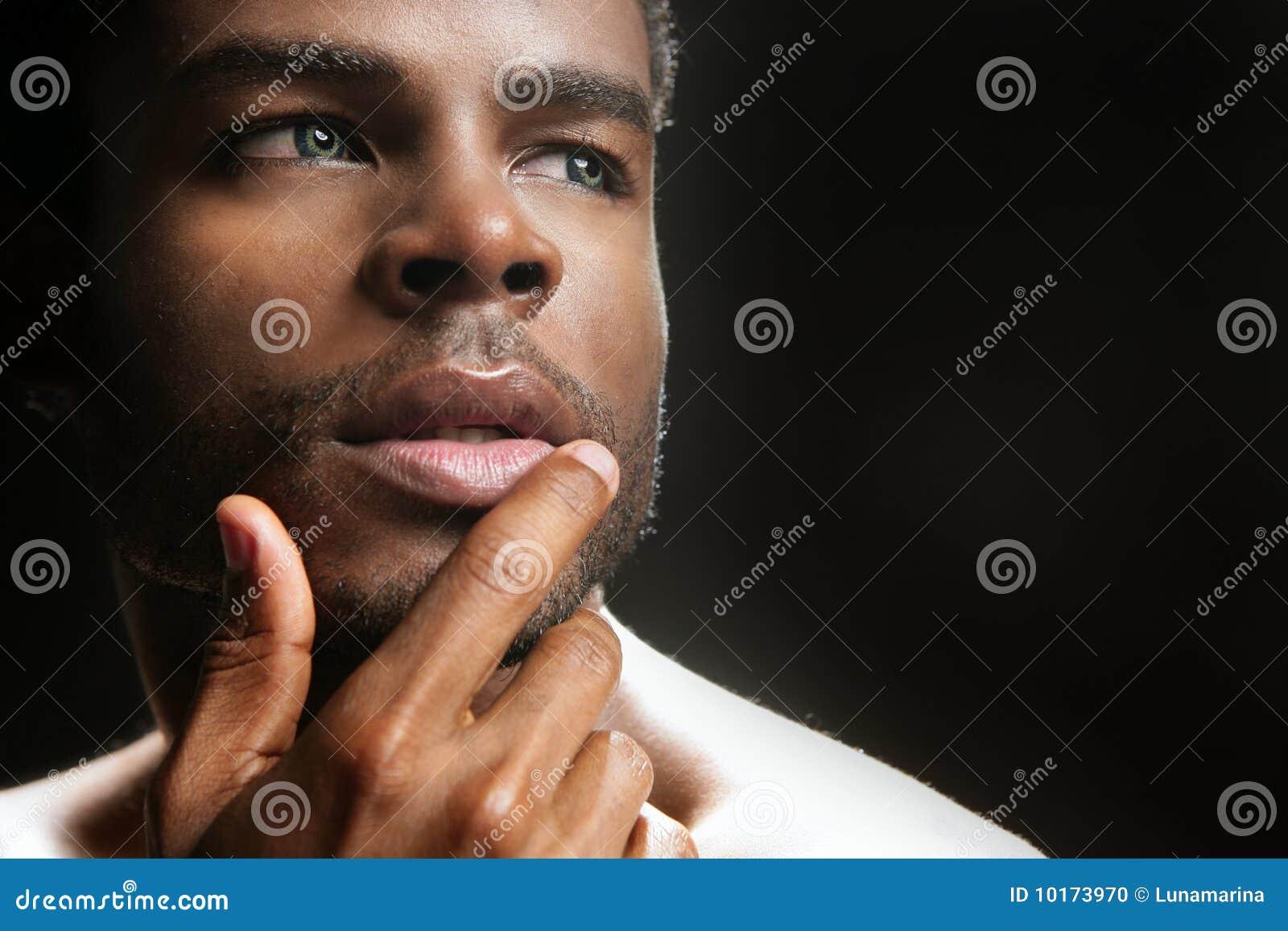 retrato-preto-bonito-do-homem-novo-de-americano-africano-10173970.jpg
