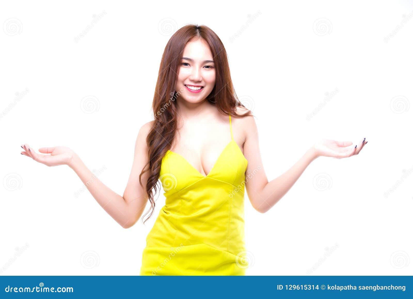 Retrato que encanta a mulher  sexy  bonita isolada no backgro branco