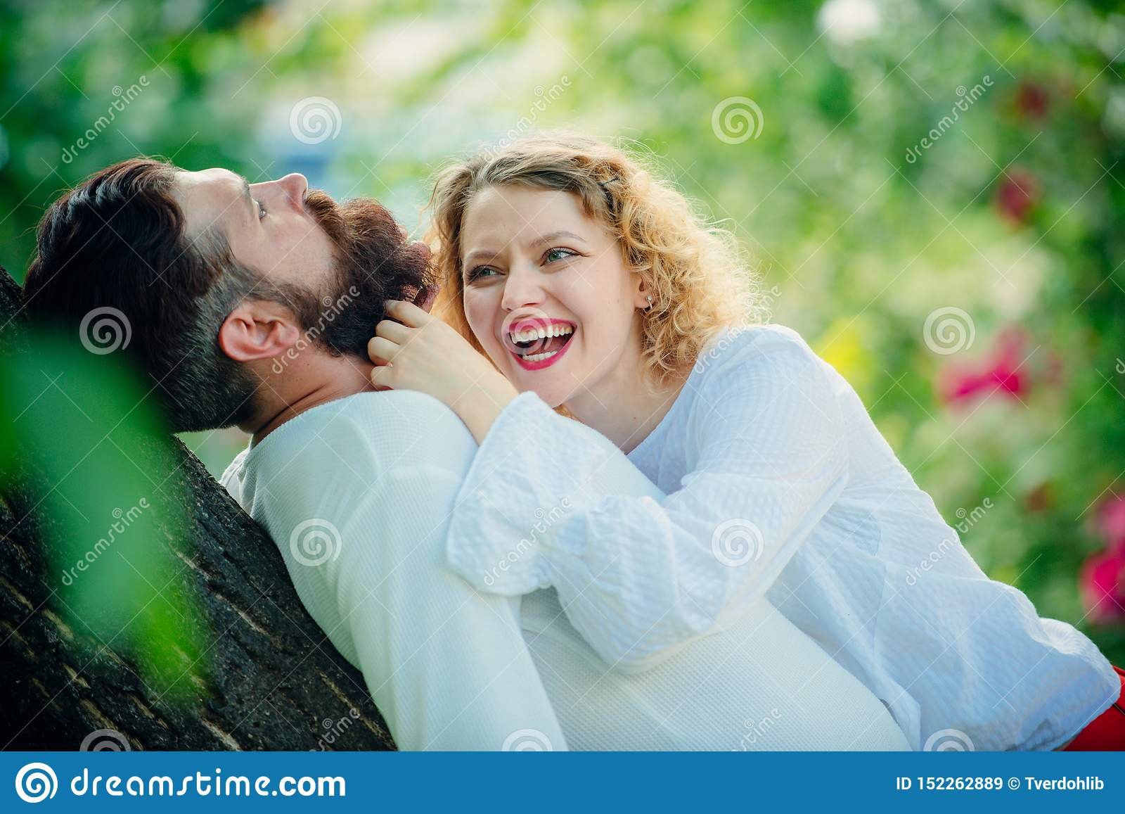 Retrato romántico de un par sensual en amor Gente en amor Intimidad y dulzura en amor Relaci?n sensual
