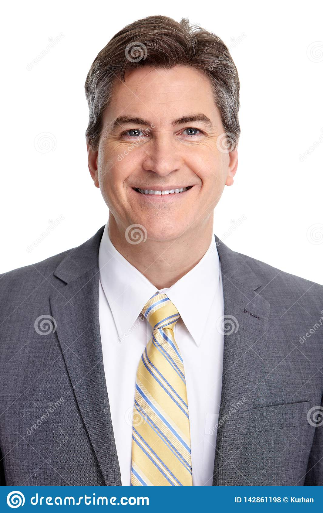 Retrato sonriente maduro del hombre de negocios