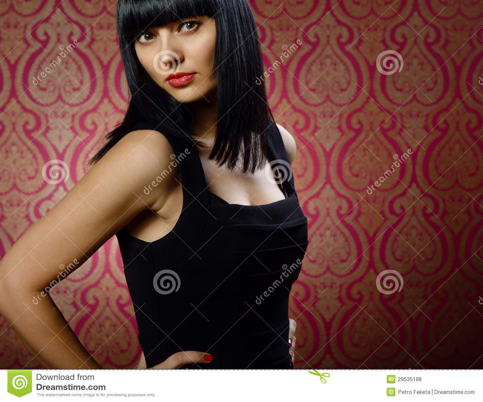 Retrato triguenho bonito do encanto da menina