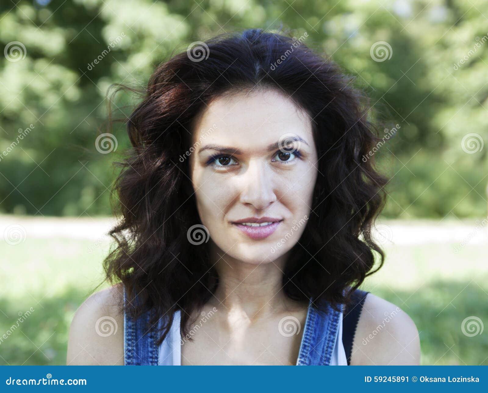 Download Retrato una mujer imagen de archivo. Imagen de felicidad - 59245891