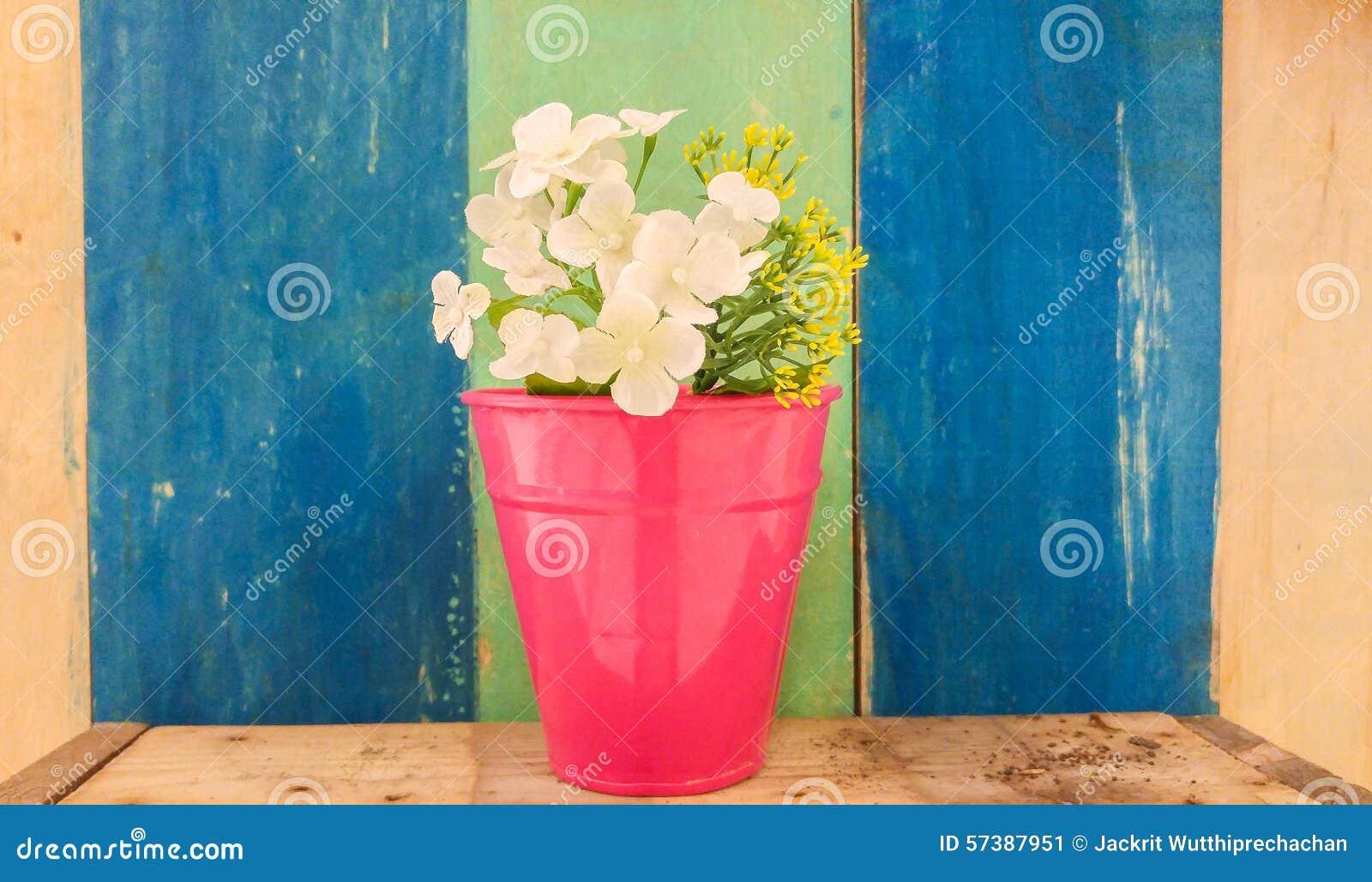 Retro Achtergrond van de Kleuren Houten Textuur met Witte Kunstbloem