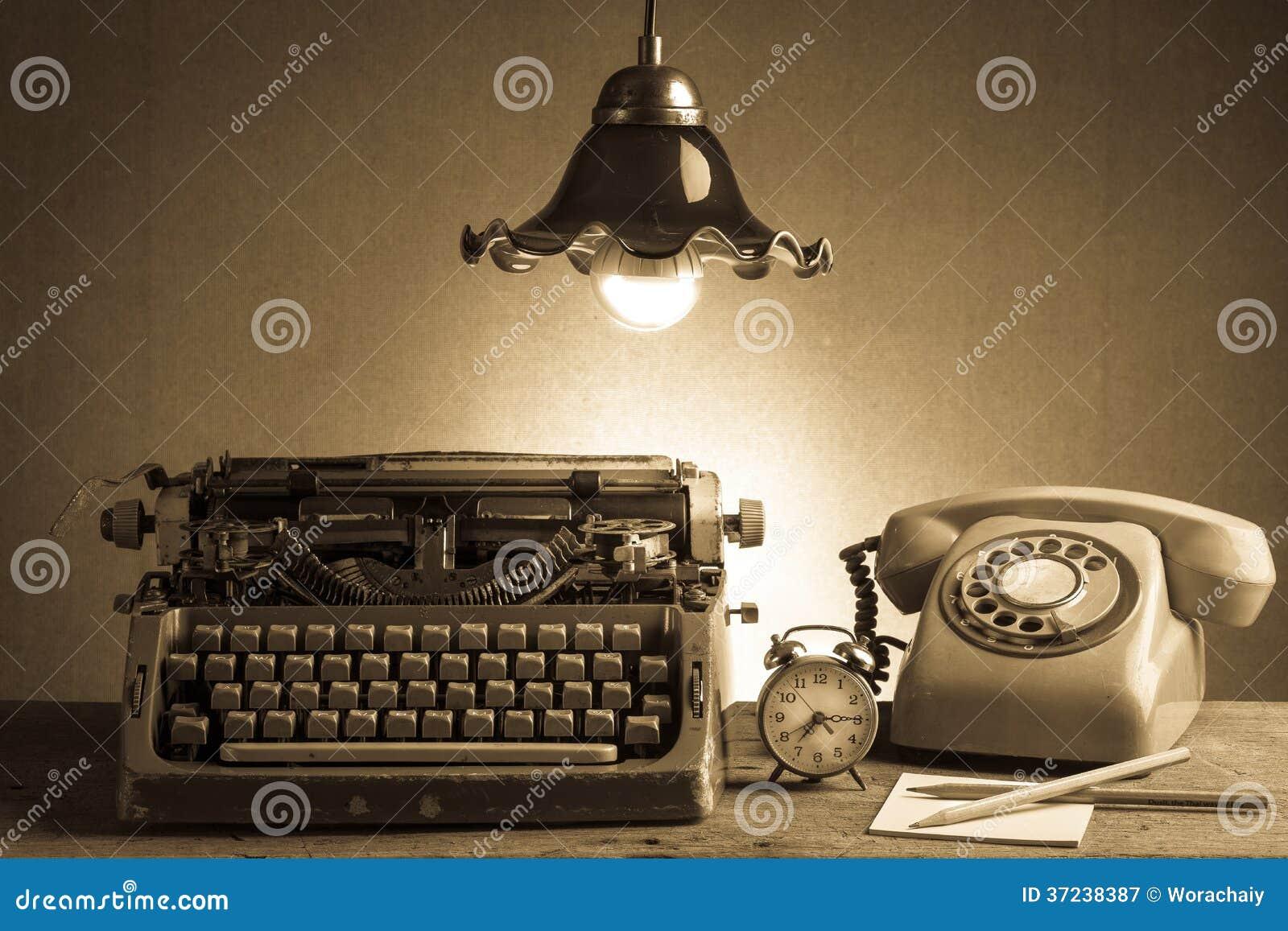 Retro Buro Des Stilllebens Stockbild Bild Von Schreibmaschine