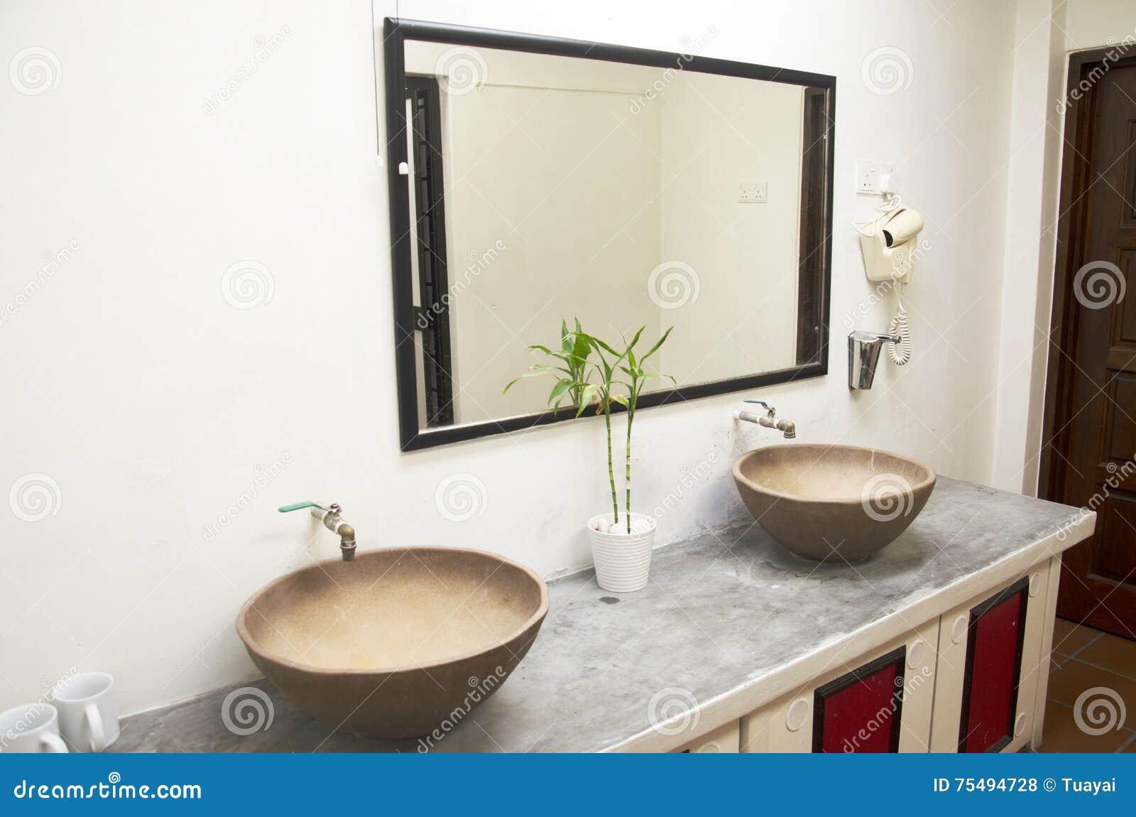 Retro- Badezimmer Und Dekoration Im Hotel Stockfoto - Bild von haupt ...