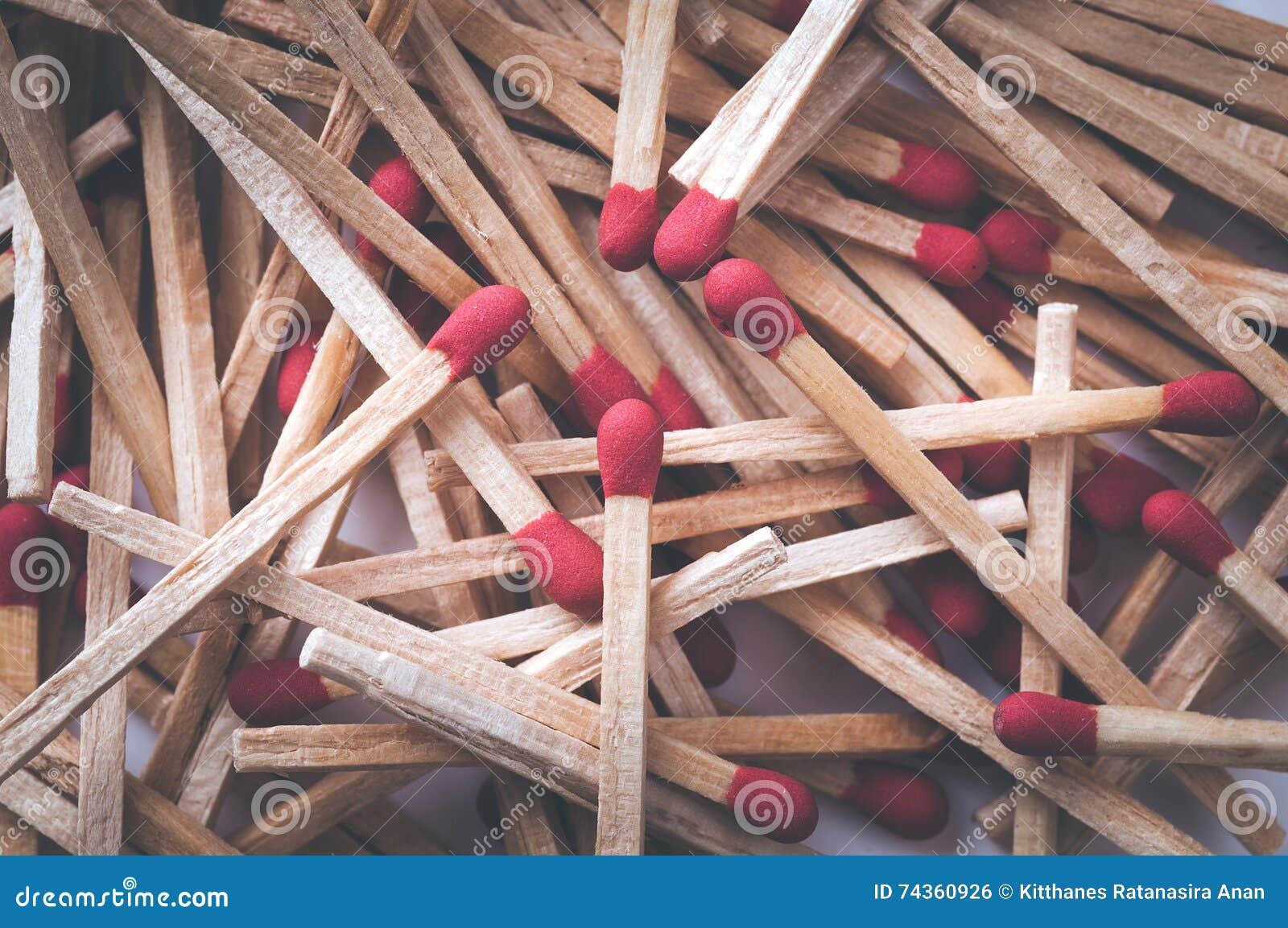 Retro bastoni rossi filtrati della partita Macro con profondità bassa di fie