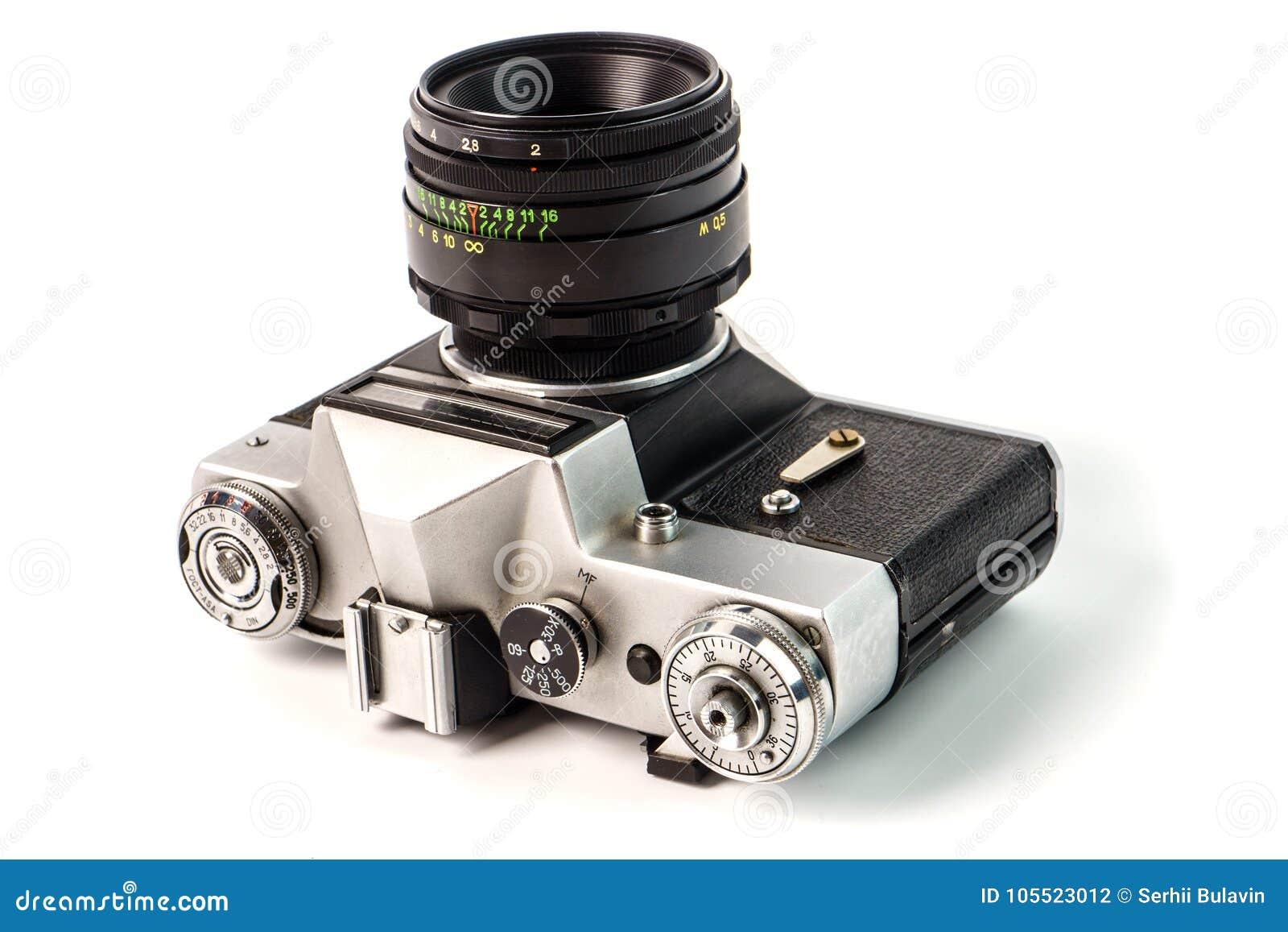 Retro camera van de filmfoto die op witte achtergrond wordt geïsoleerd Oud analogon