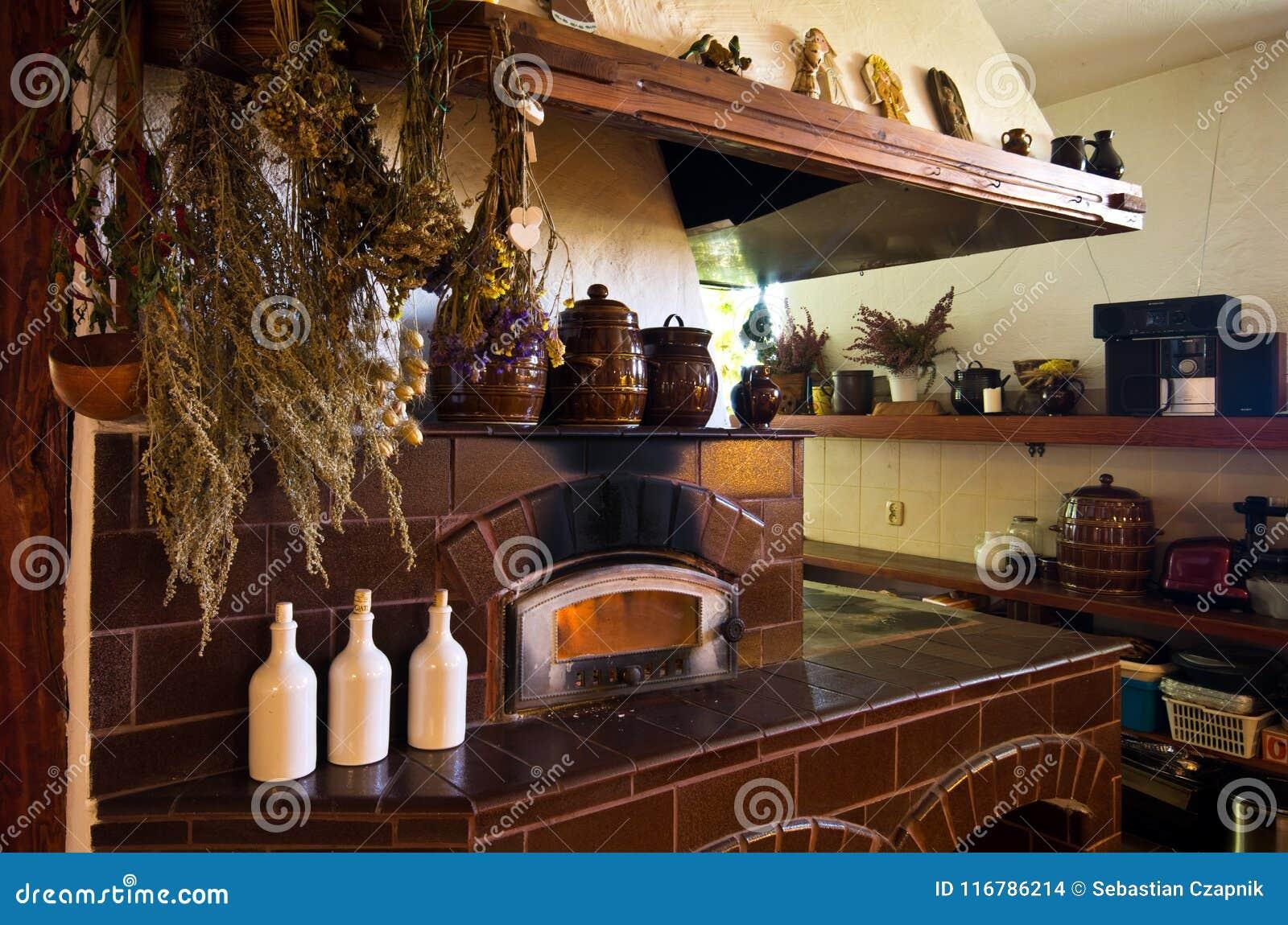 Retro camino nella cucina rustica fotografia stock immagine di pietra ceramic 116786214 - Cucina rustica in pietra ...