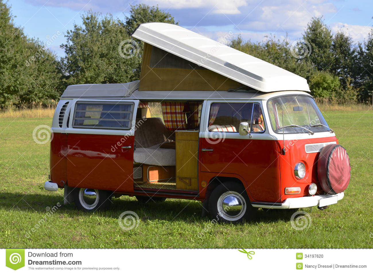 Retro car volkswagen bus 1969 camping model stock photo for Interieur camping car