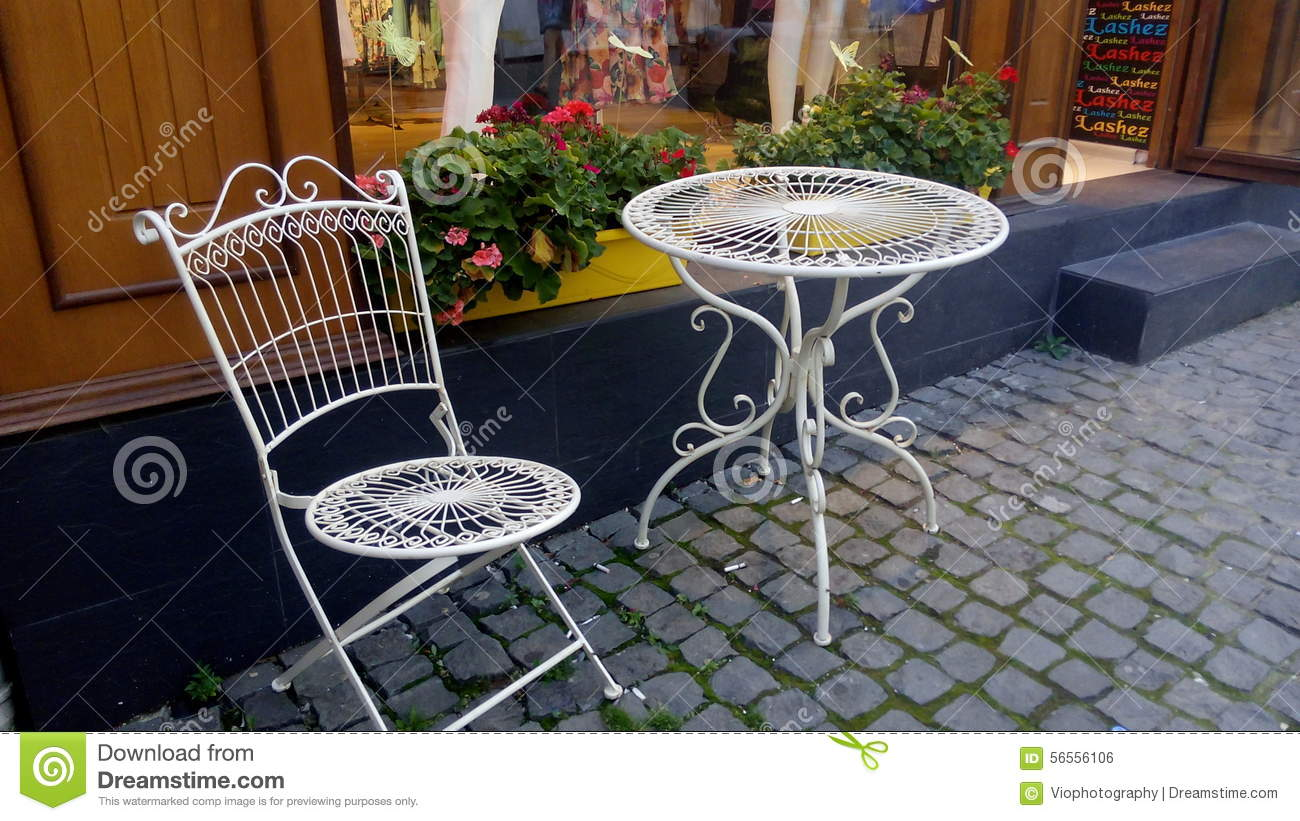 Retro chair and table editorial photo image 56556106 - Table cuisine retro ...