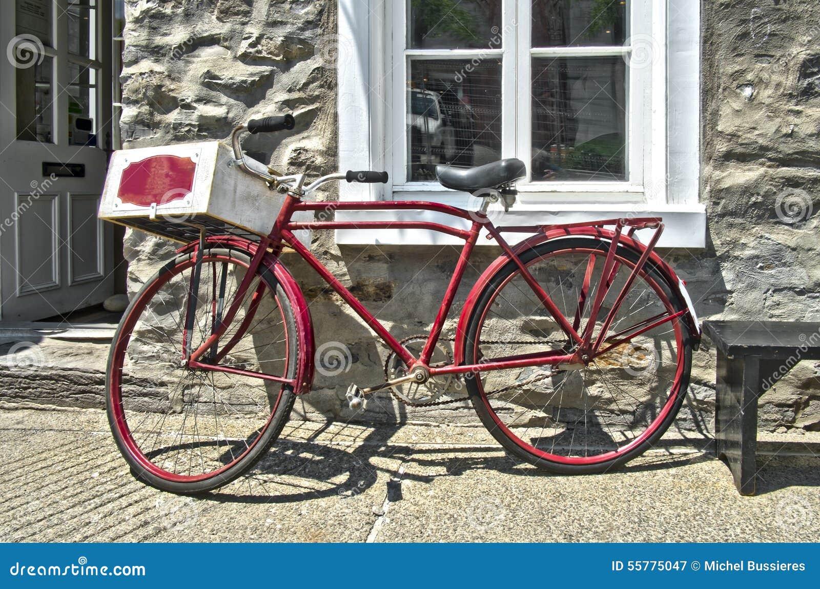 Retro gestileerde rode fiets