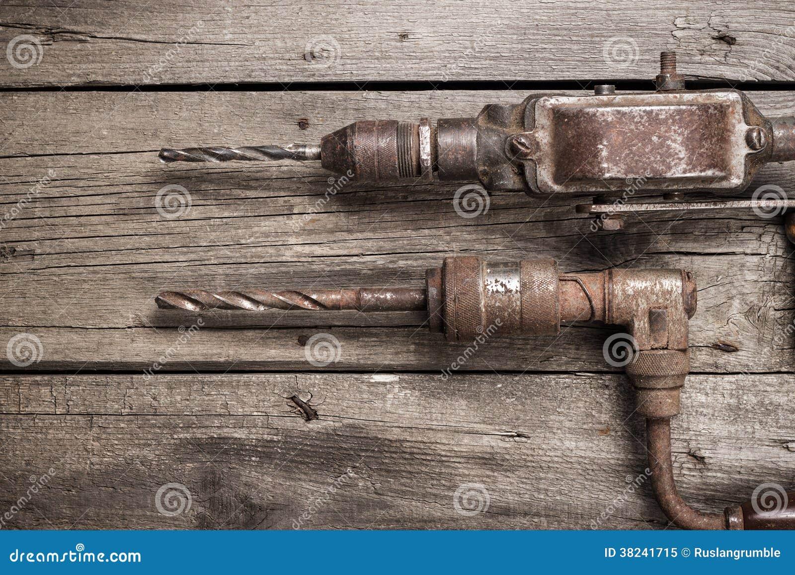 Retro handbohrger te auf holztisch lizenzfreies stockfoto for Holztisch retro