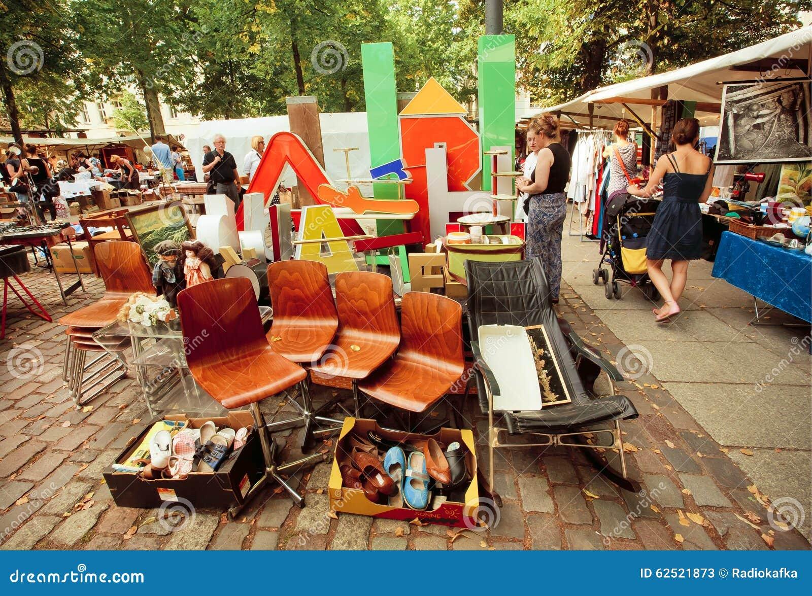 Retro Material Möbel Und Geräte Im Verkauf Der Populären