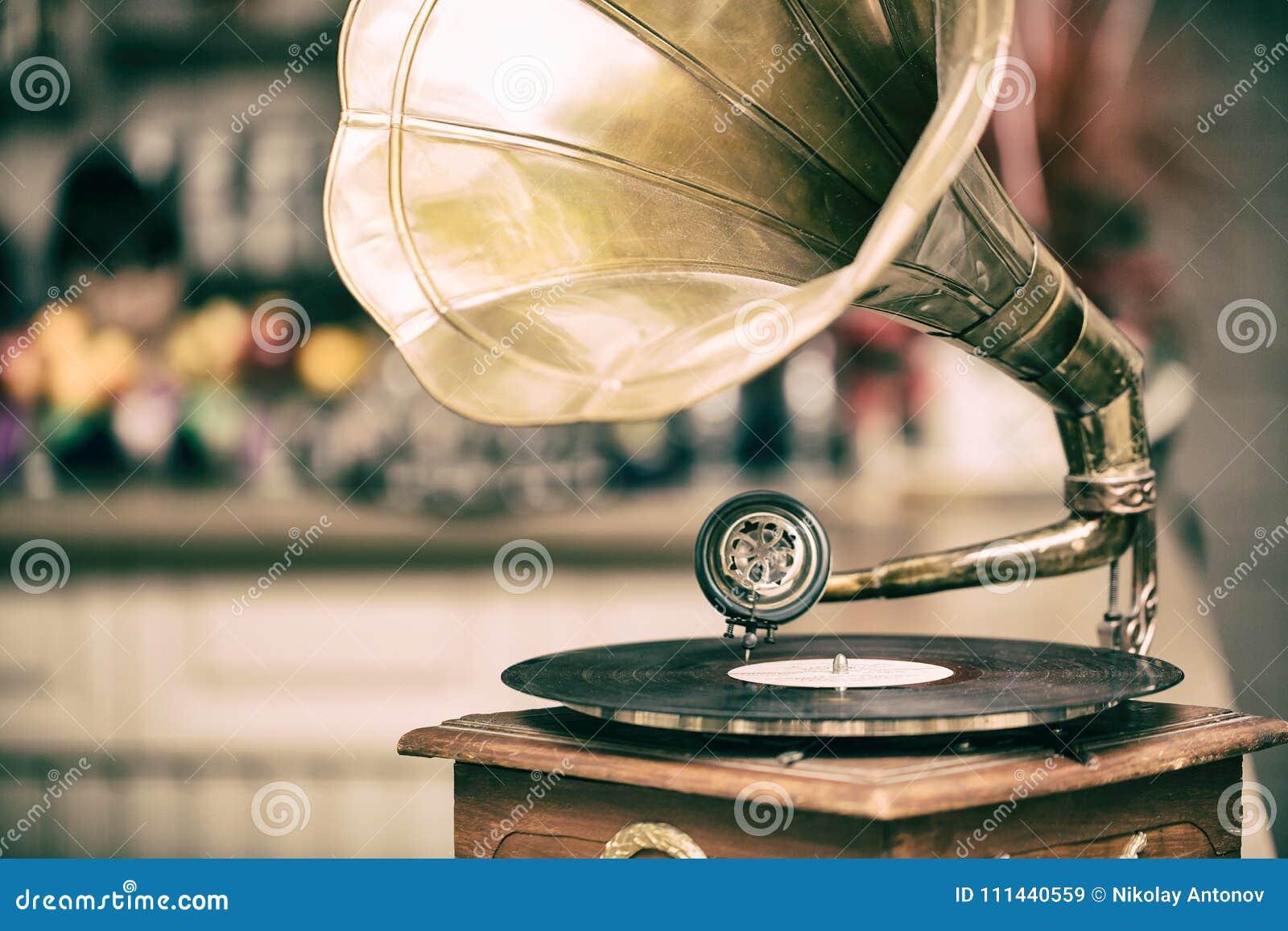 Retro oude grammofoonradio Uitstekende stijl gestemde foto