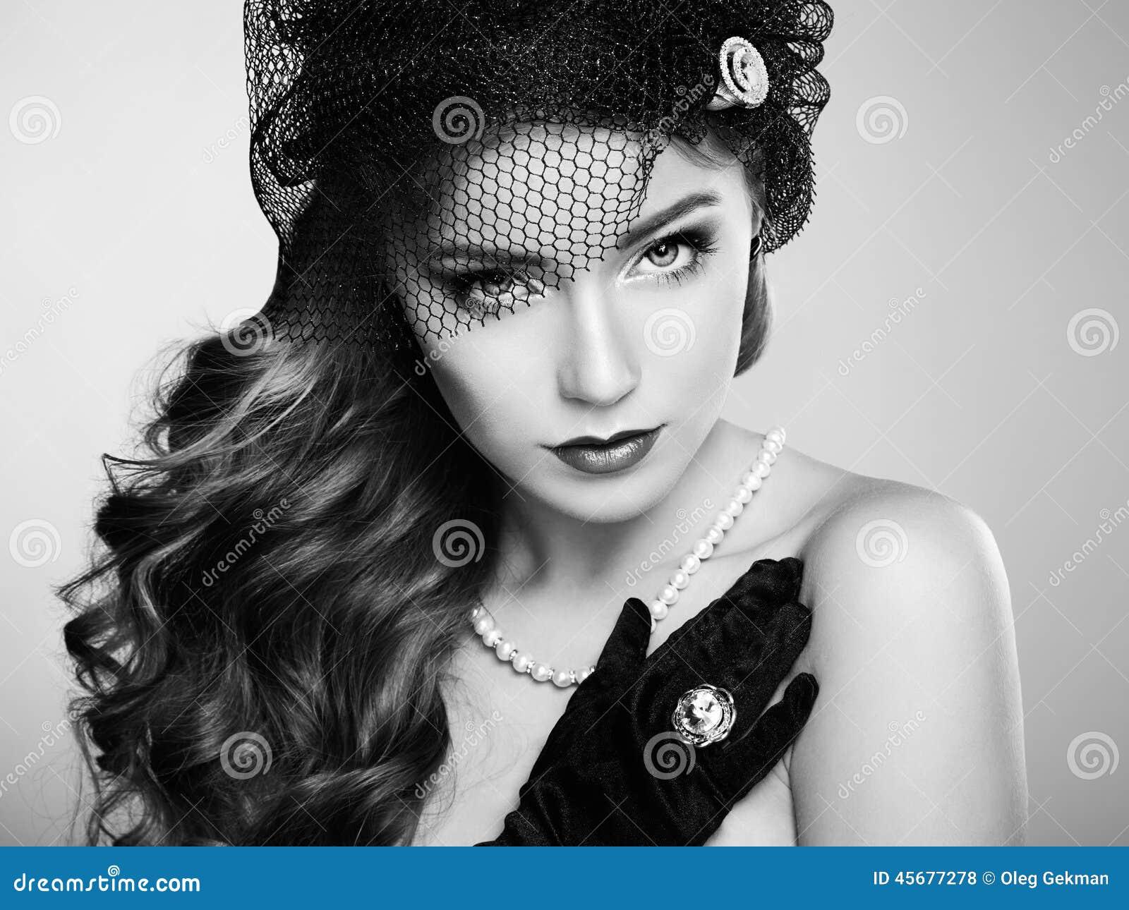 Retro portret van mooie vrouw Uitstekende stijl