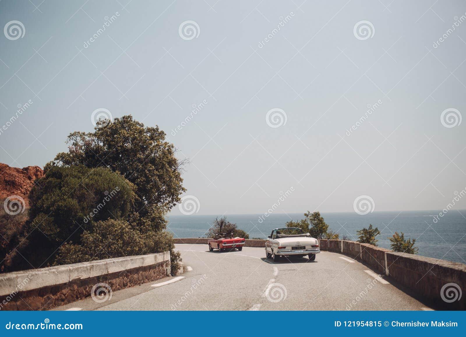 Retro samochodu wiec Francuski Riviera Ładny - Cannes - święty miejsca przeznaczenia szkła target885_0_ mapy podróż