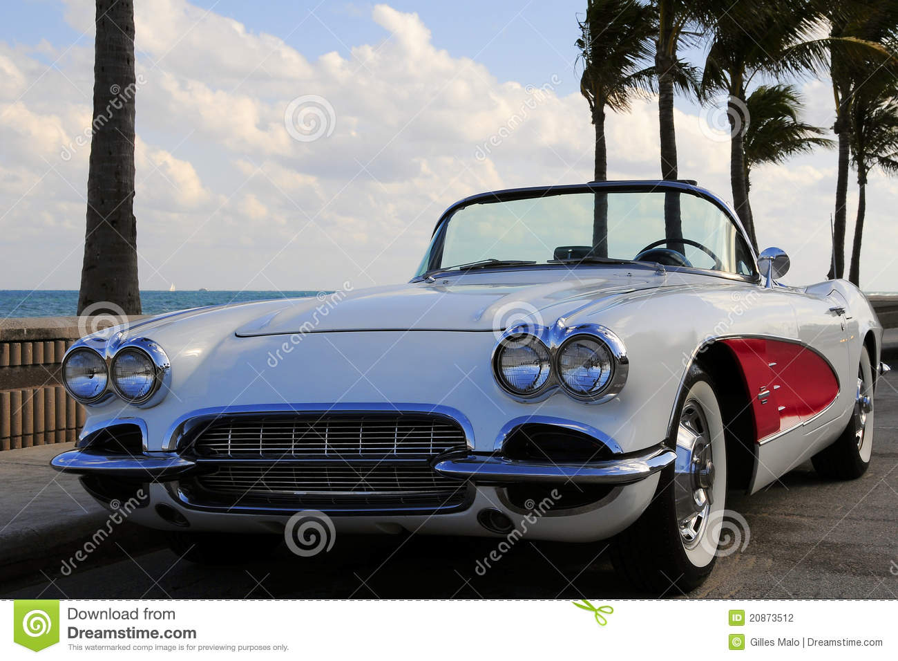 Retro Sports Car At The Beach Stock Photography - Image 20873512-4322