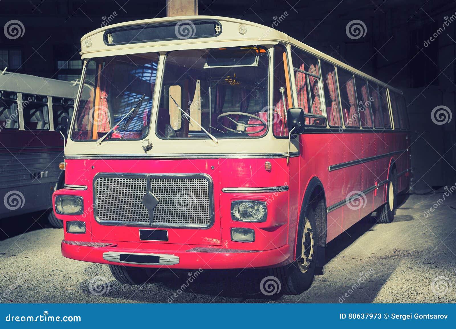 Retro stijlbus gestemd