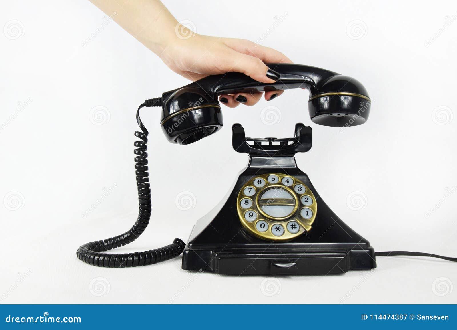 Retro telefon, ręka podnosi up odbiorcy