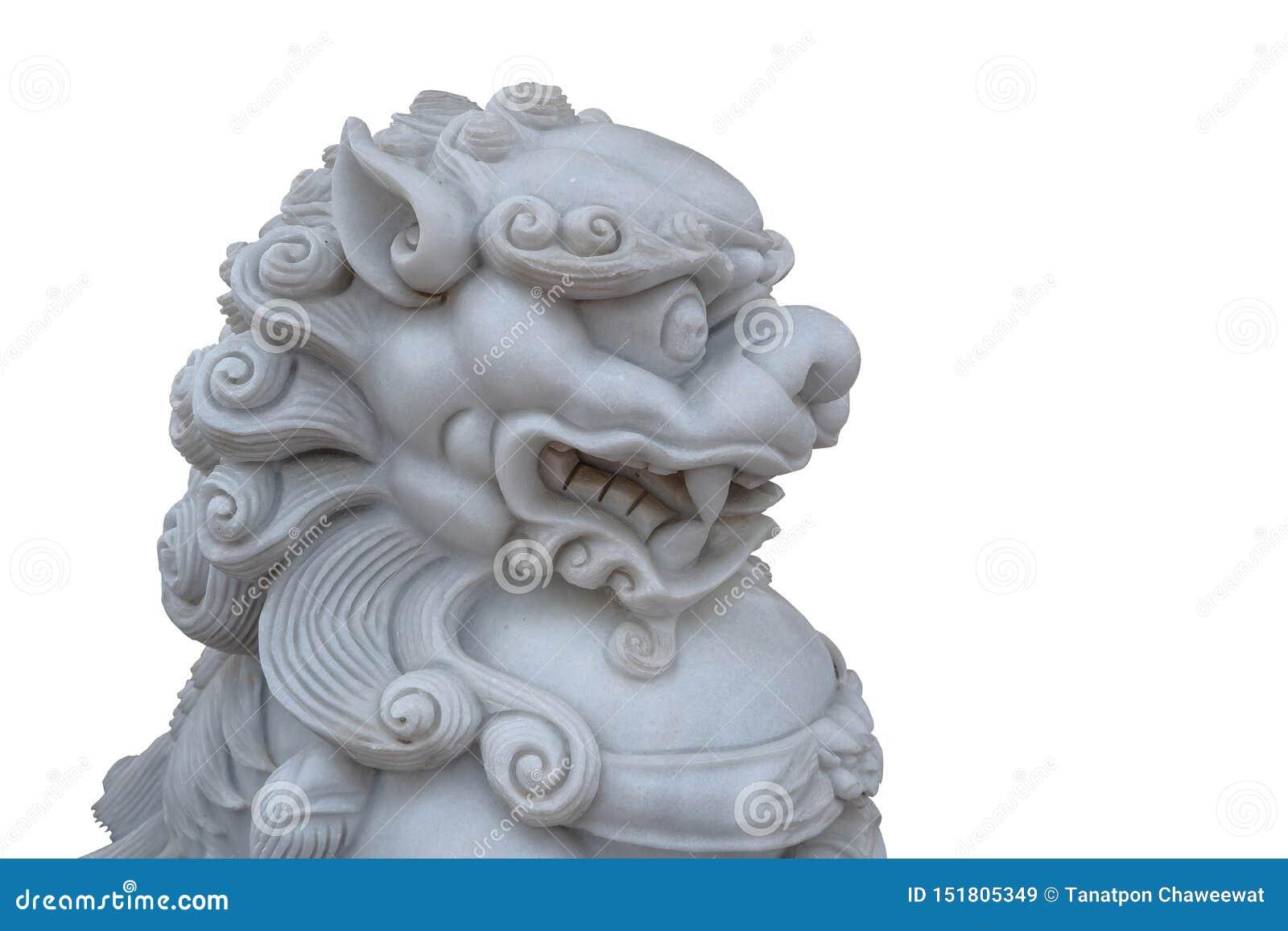 Retro traditionellt kinesiskt lejonhuvud för tappning som isoleras på en vit bakgrund