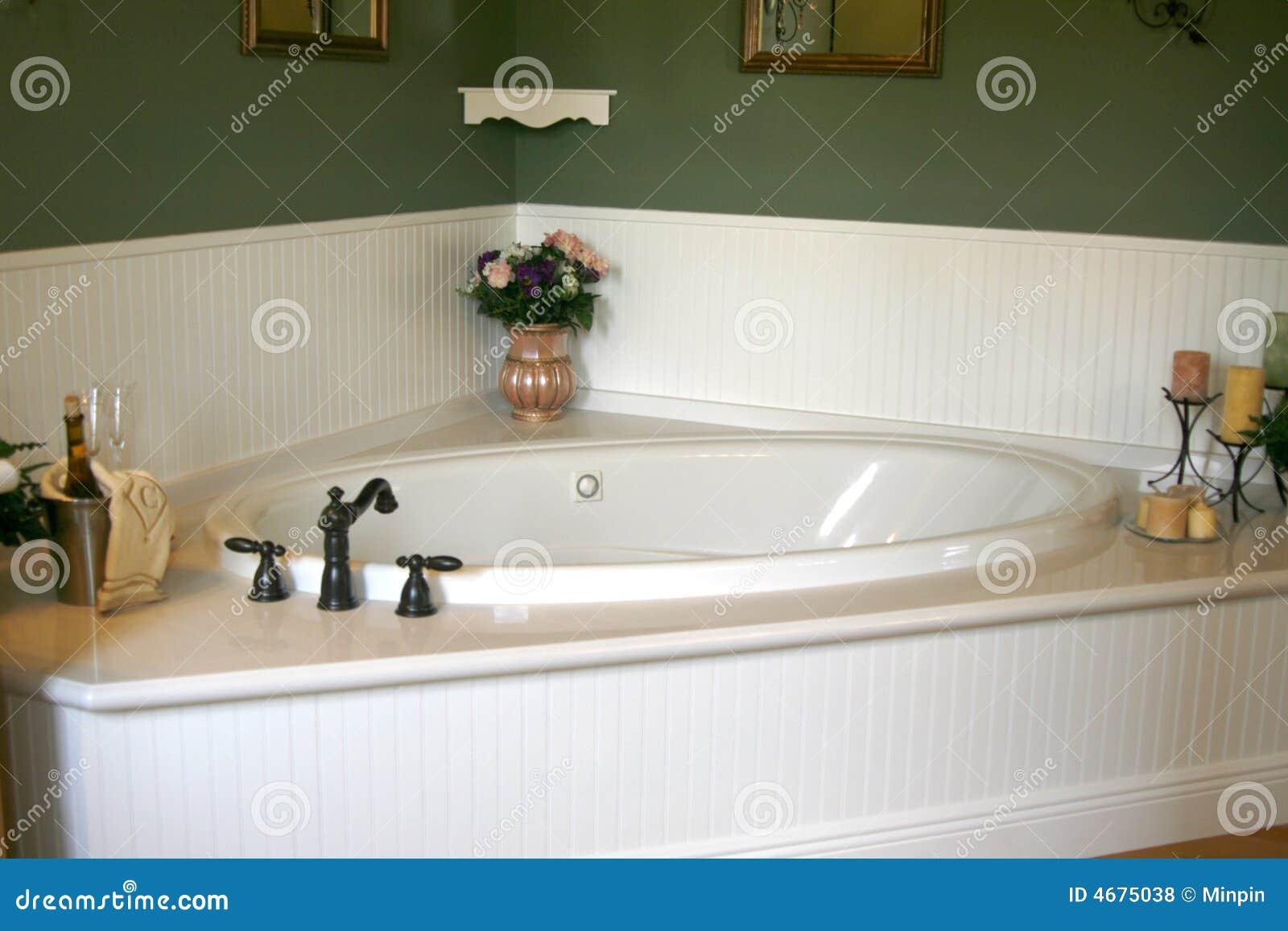 Retro vasca da bagno bianca fotografia stock immagine di - Vasca da bagno libera installazione ...
