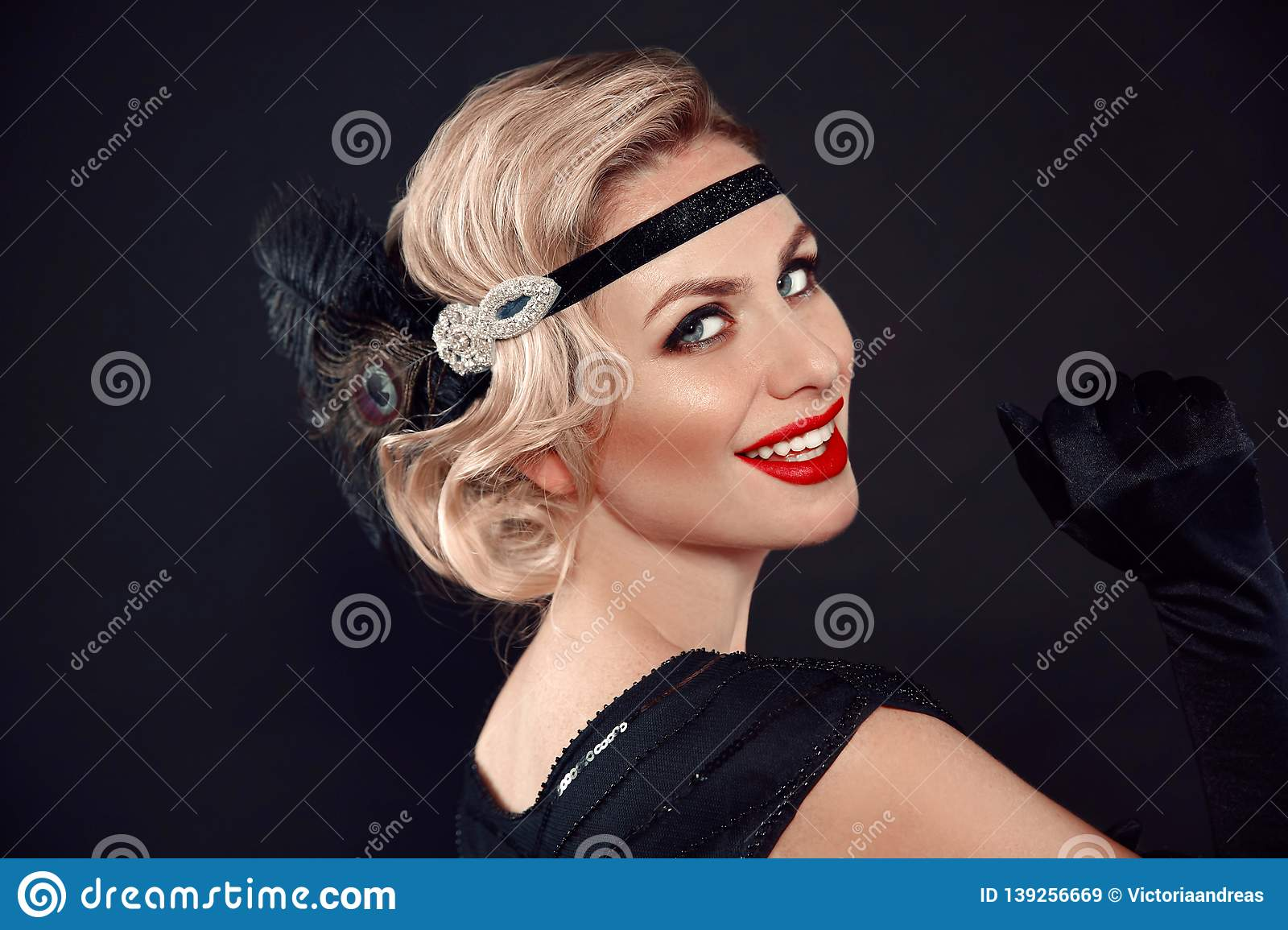 Blonde wavy hairstyle. Hollywood red lips makeup. Curly hair style