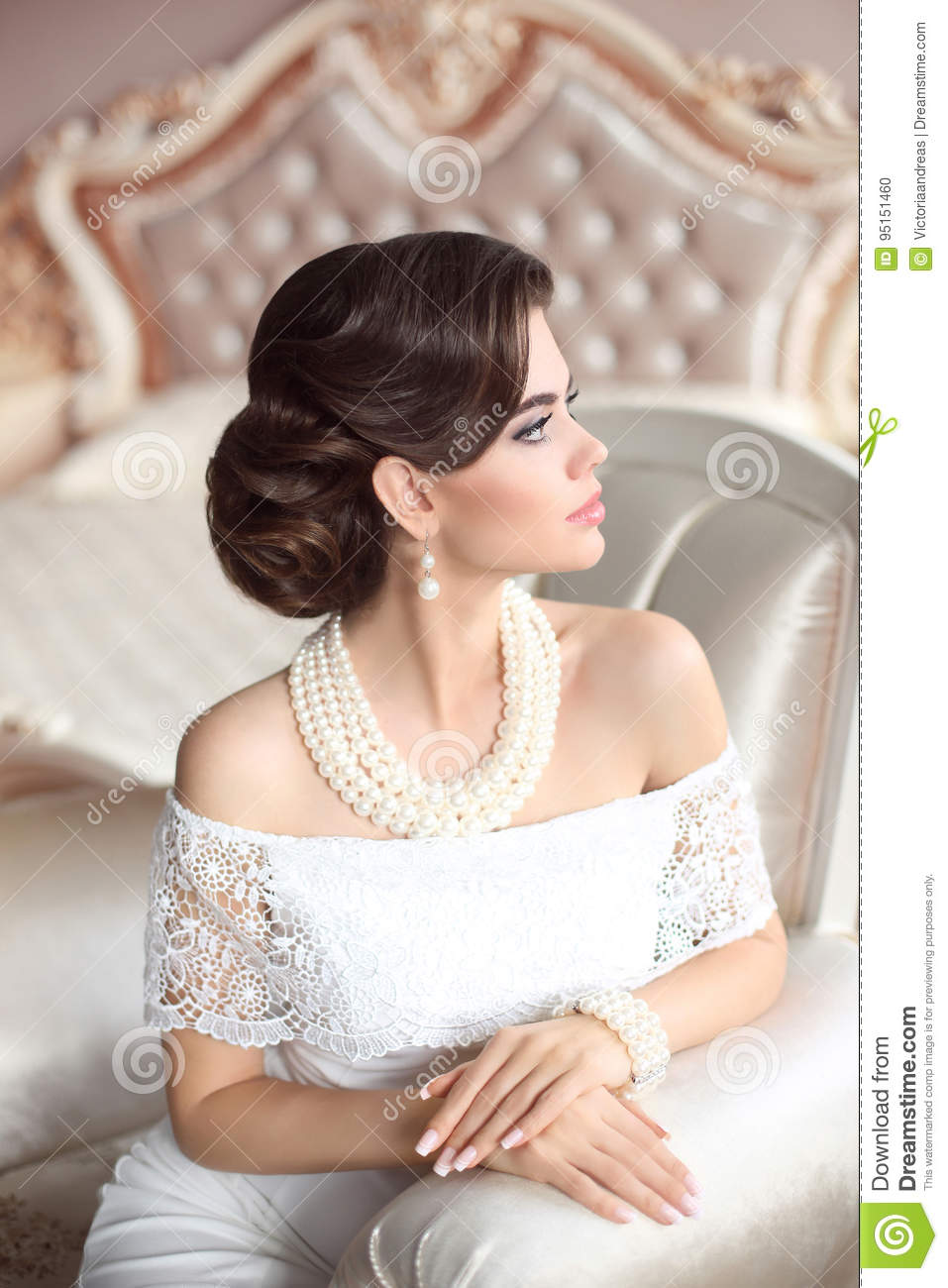 Retro Woman Portrait Elegant Brunette Lady With Fashion