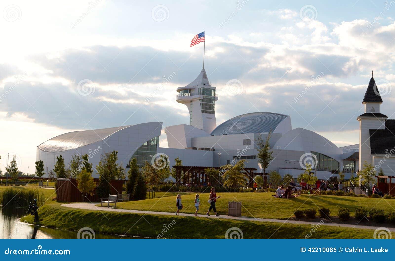Retrovisione della costruzione principale al parco di scoperta dell America, città Tennessee del sindacato