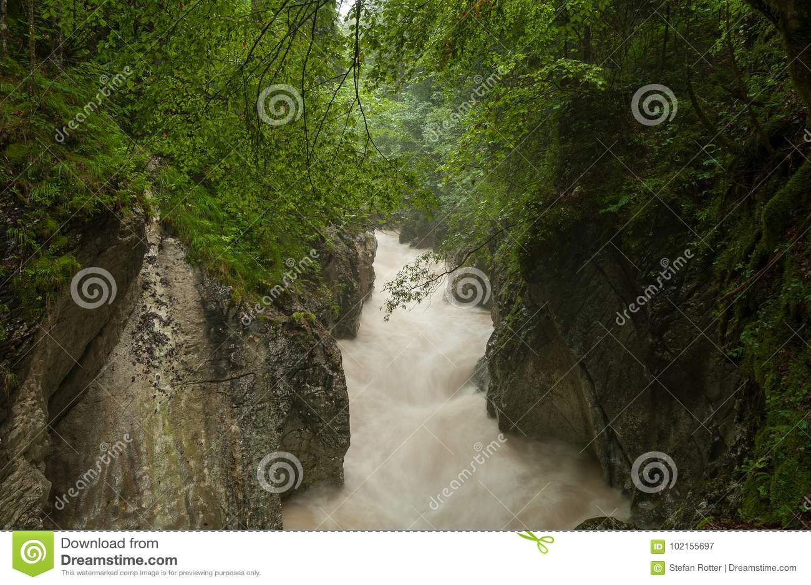 Rettenbachrivier na zware regenval in de zomer
