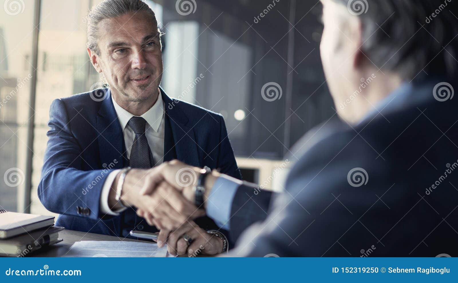 Reunião da parceria do negócio no escritório