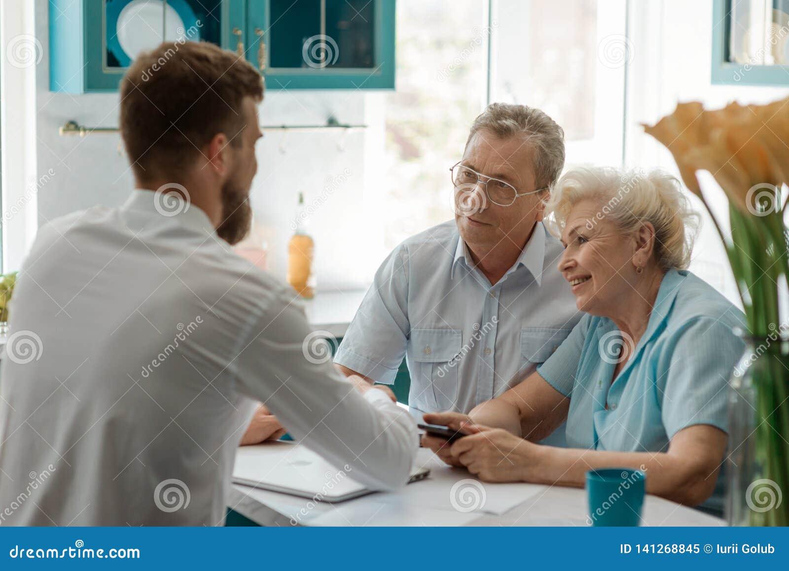 Reunião dos pares de Seniour um conselheiro