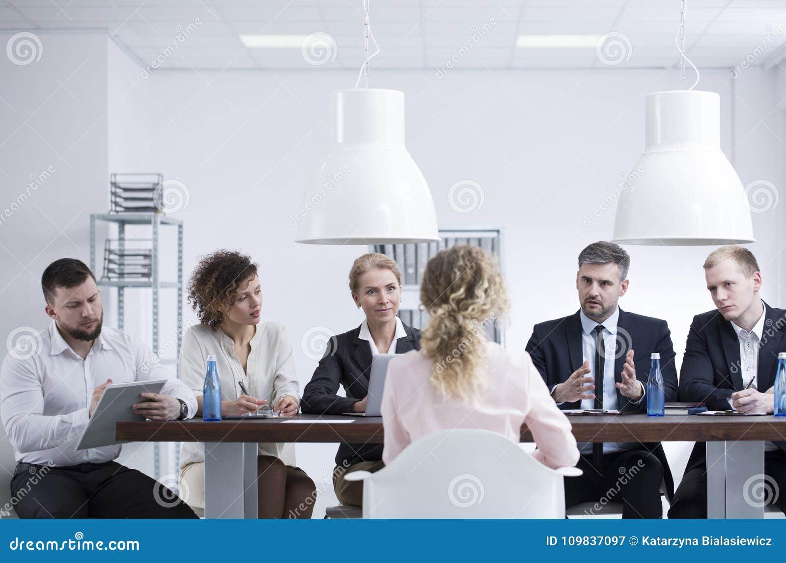 Reunión del reclutamiento en la compañía