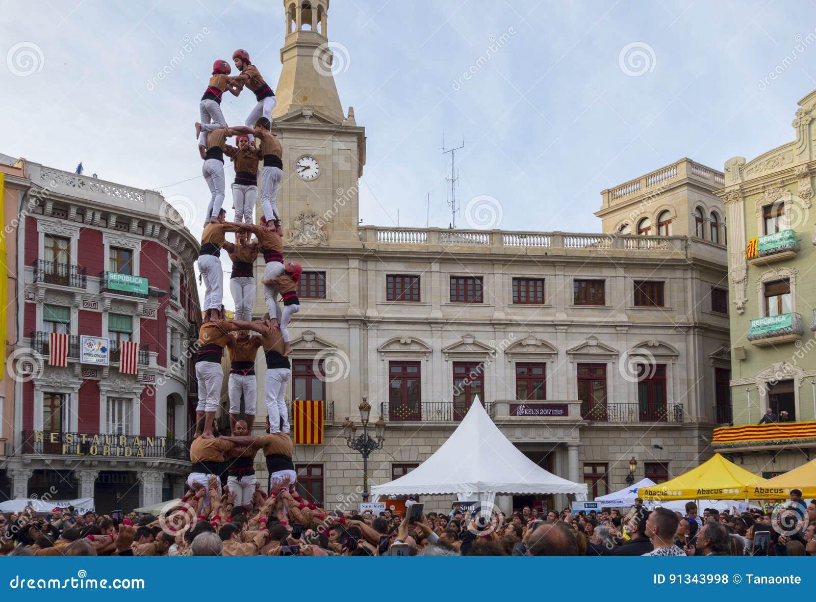 REUS, ESPAÑA - 23 DE ABRIL DE 2017: Funcionamiento de Castells