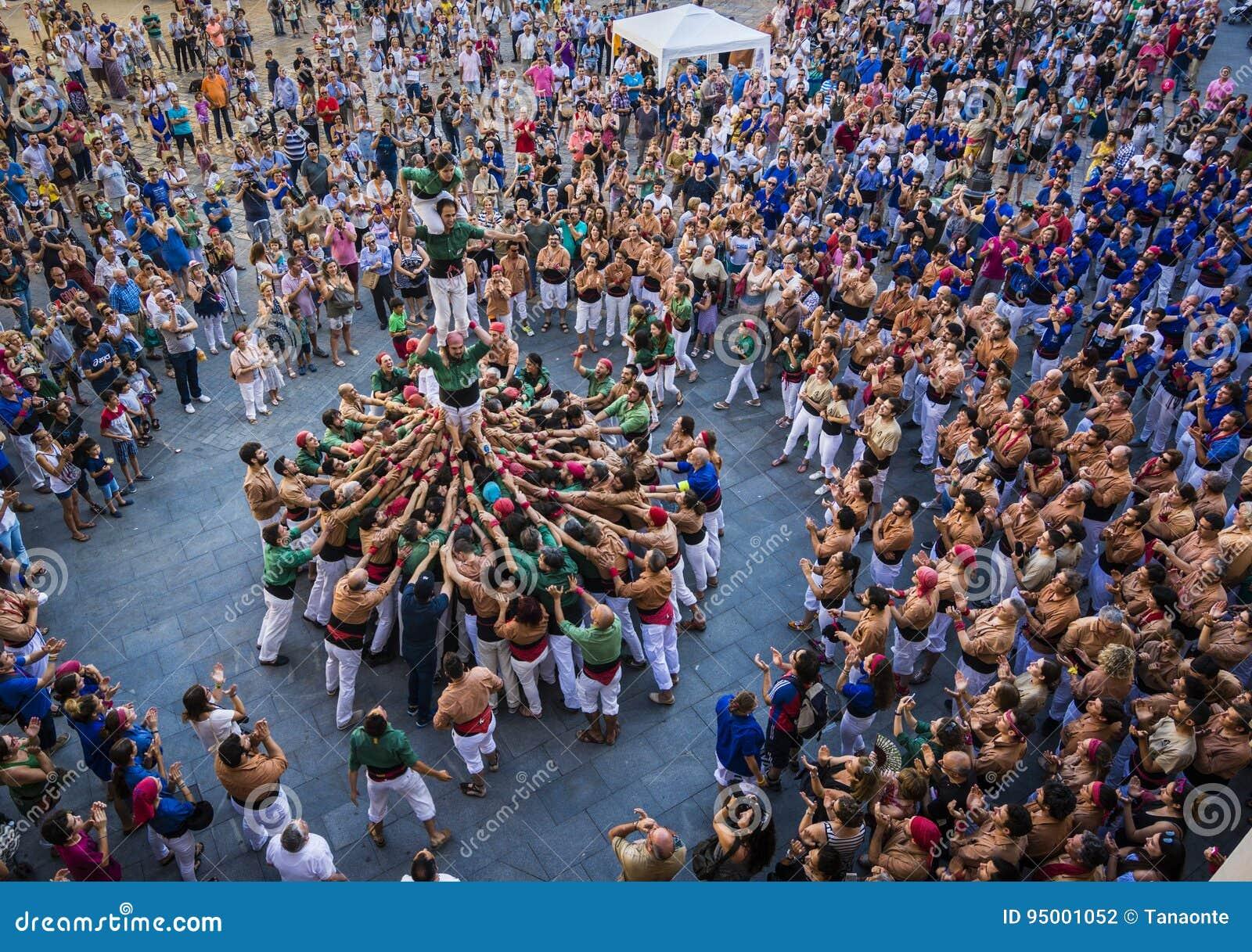 Reus, España - 17 de junio de 2017: Funcionamiento de Castells,