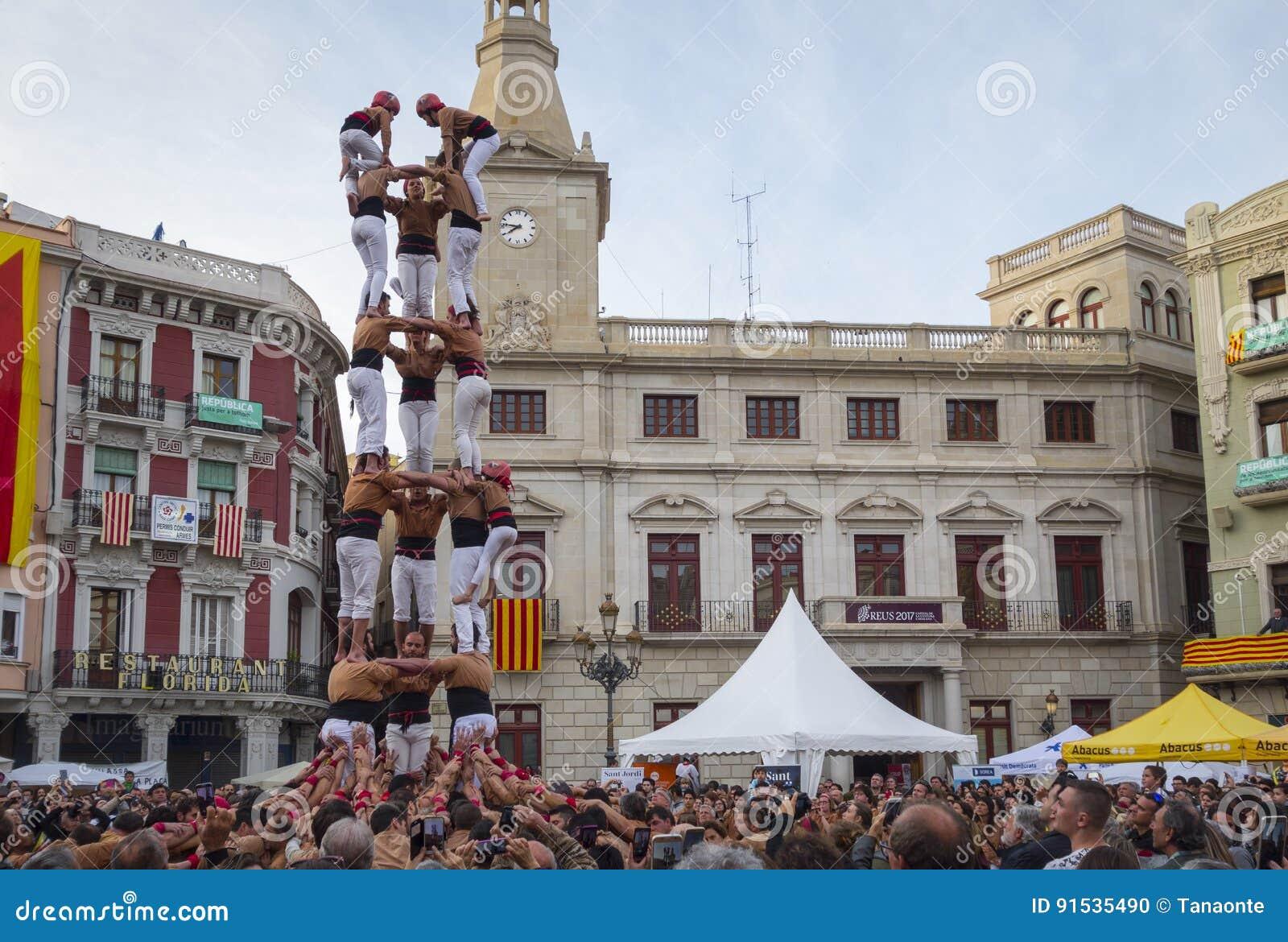 REUS, ESPAGNE - 23 AVRIL 2017 : Représentation de Castells