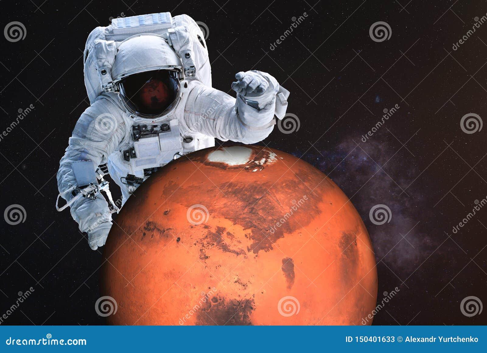 Reuzeastronaut dichtbij de planeet van Mars