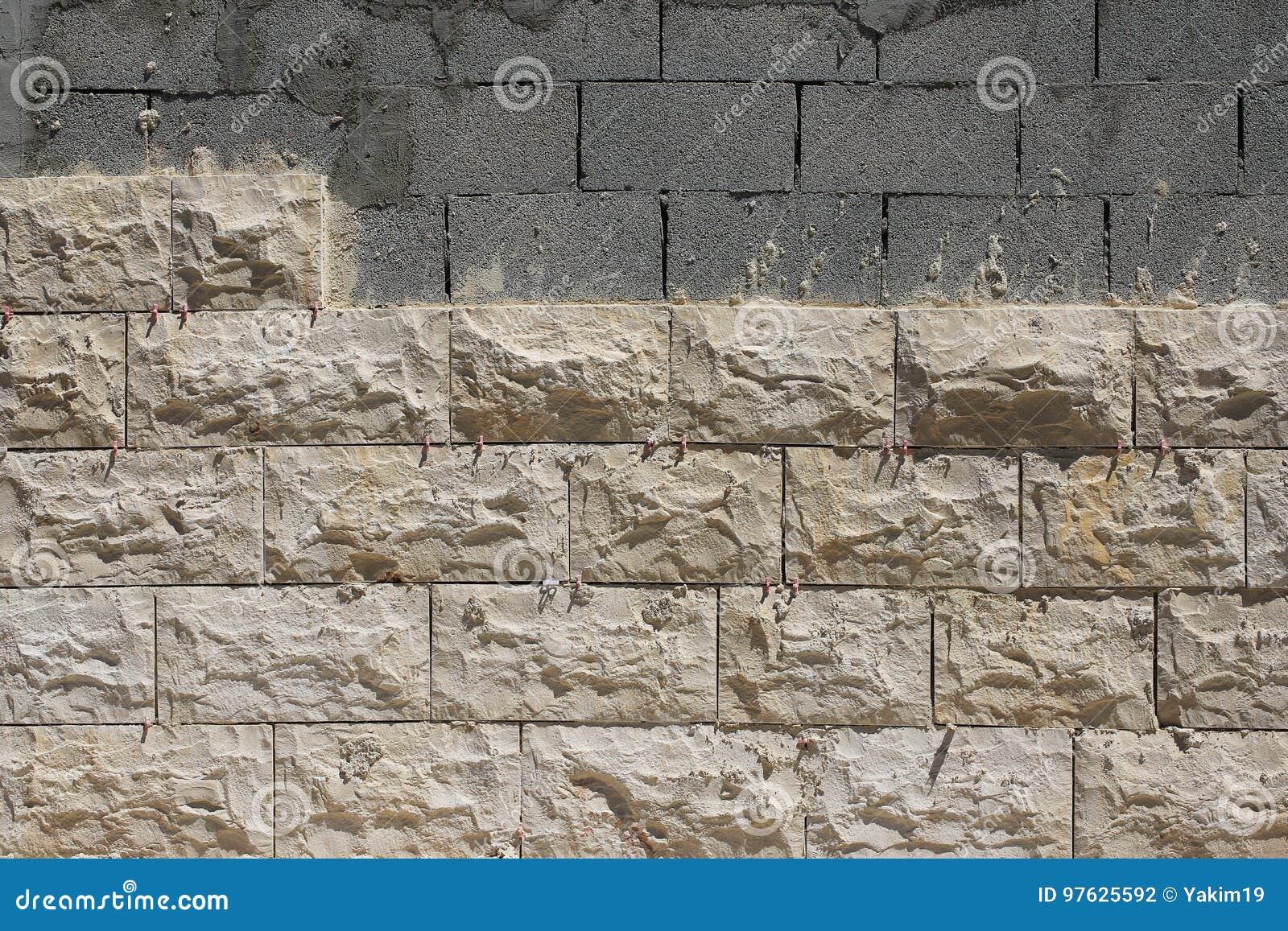 Revetement Mur Exterieur Pierre revêtement de mur extérieur avec la pierre naturelle photo