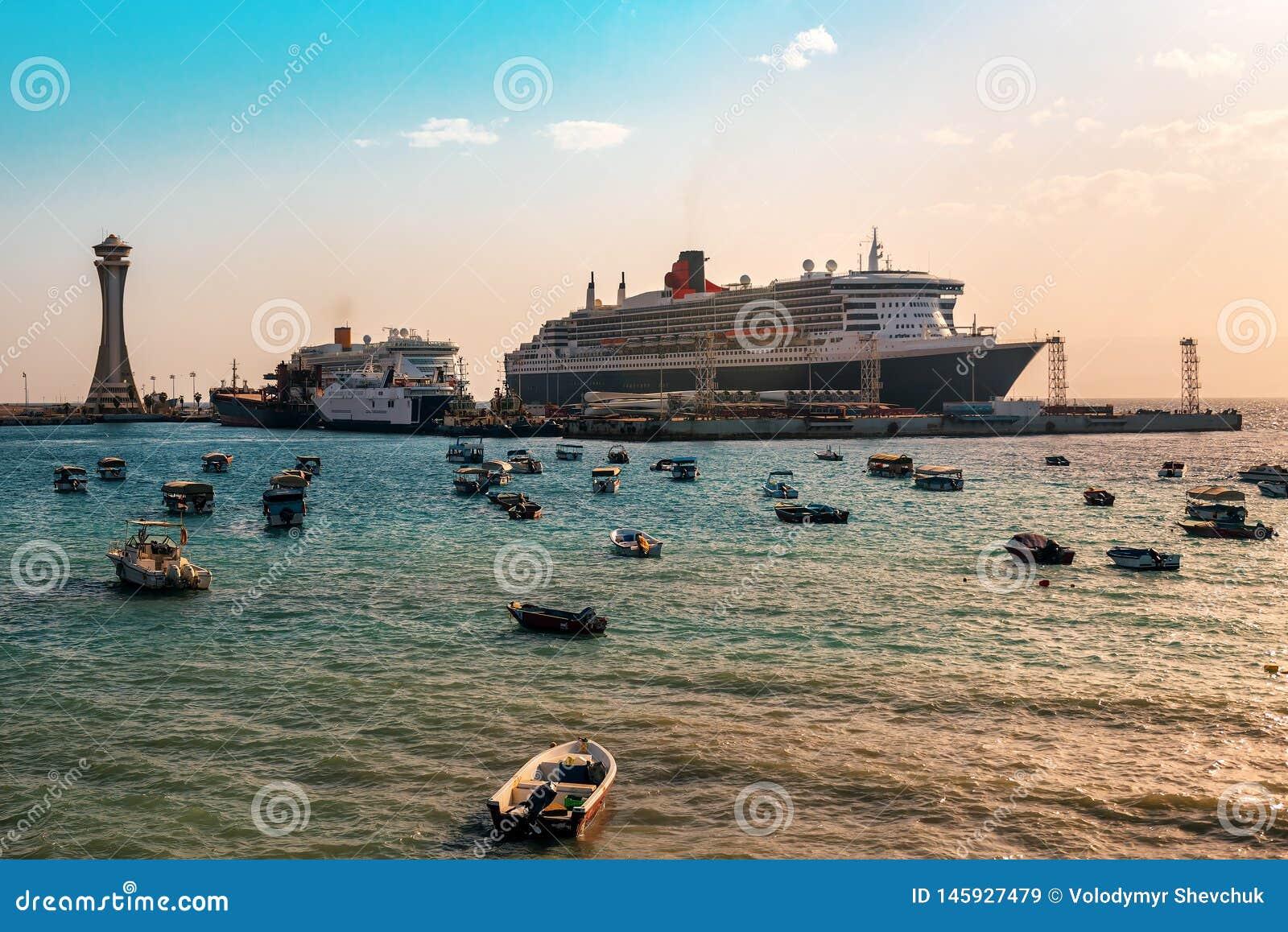 Revêtements de croisière au port
