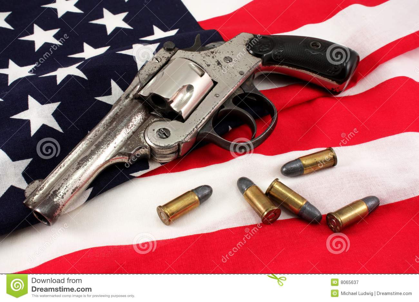 Revólver em uma bandeira