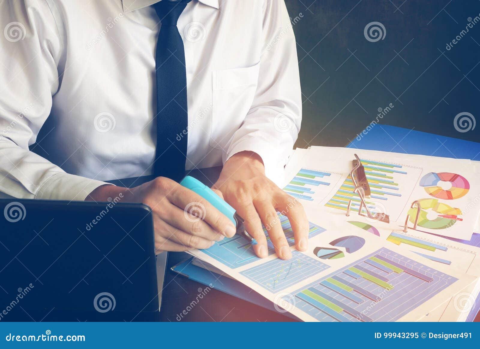 Revidierung Finanzbericht oder die Schaffung von Marketingstrategie