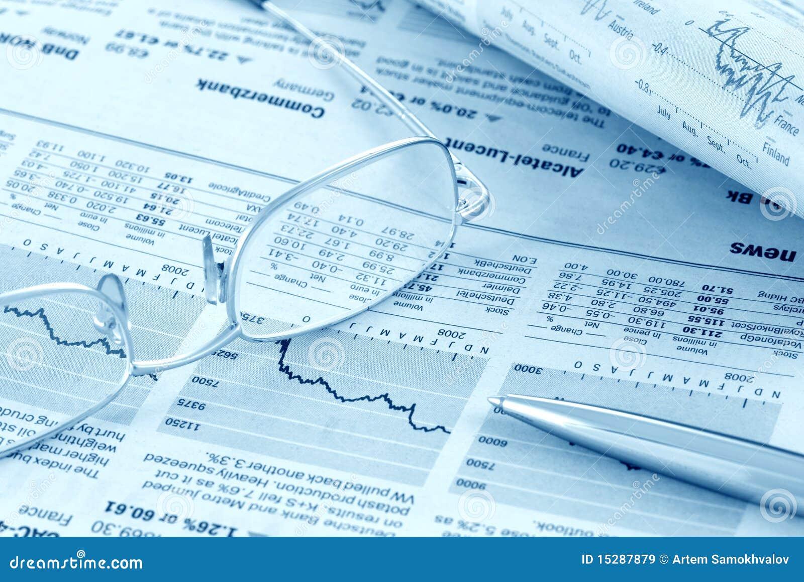 Revisão da notícia financeira (azul tonificado)