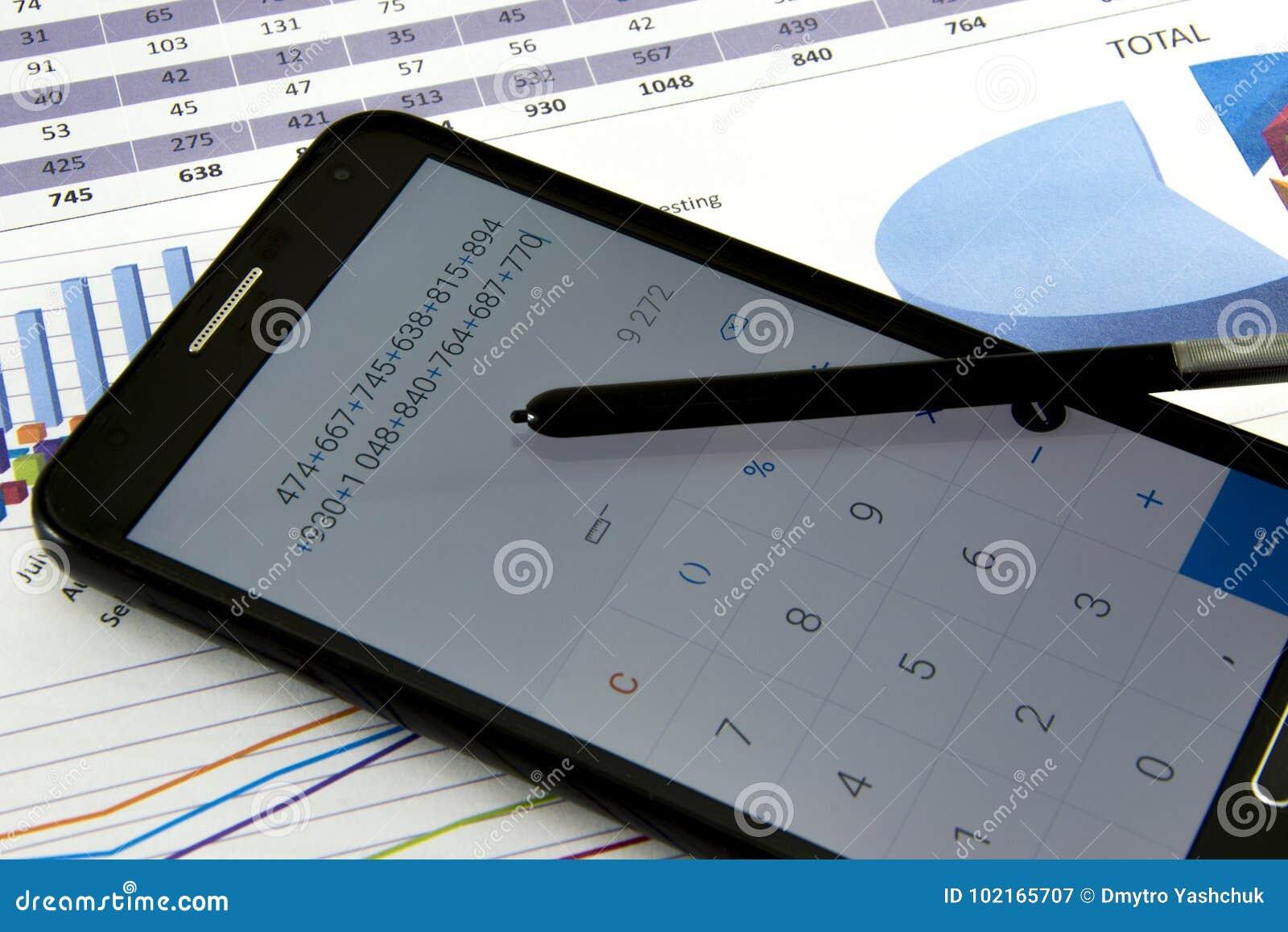 Revisorn verifierar exaktheten av bokföringsunderlag Bokföring bokföringbegrepp
