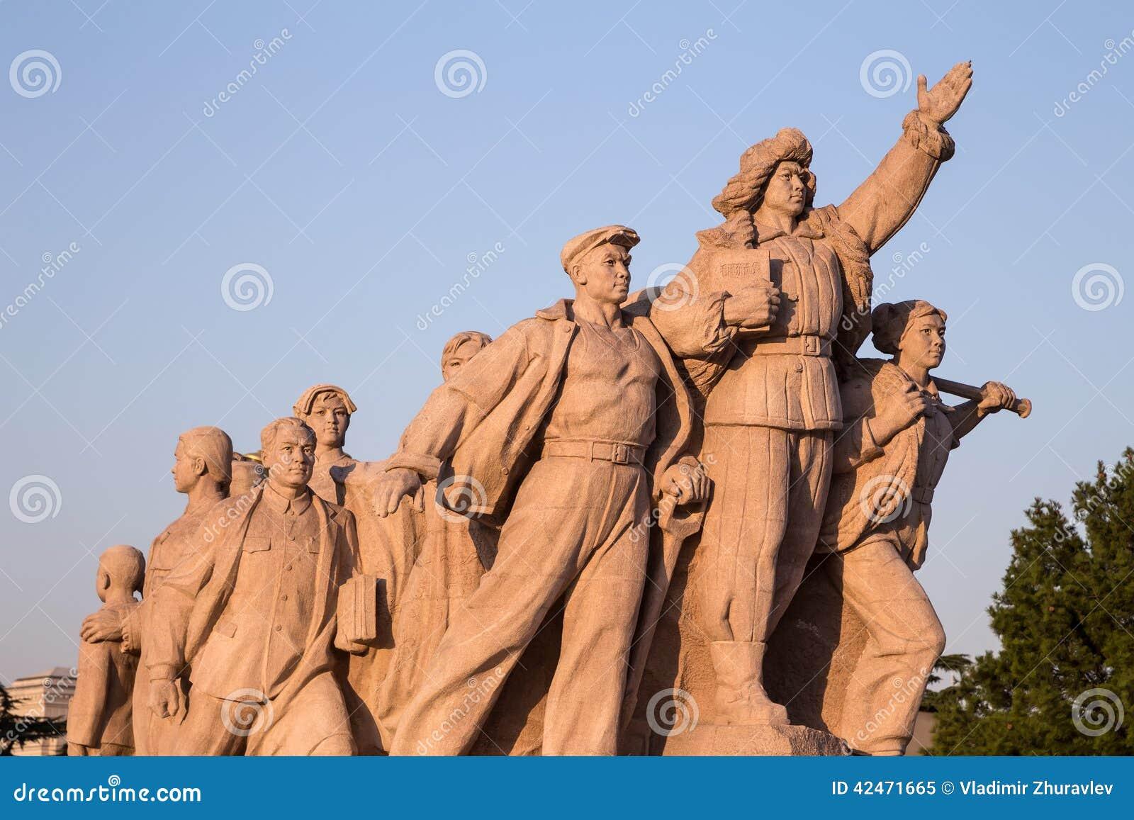 Revolutionäre Statuen am Tiananmen-Platz in Peking, China