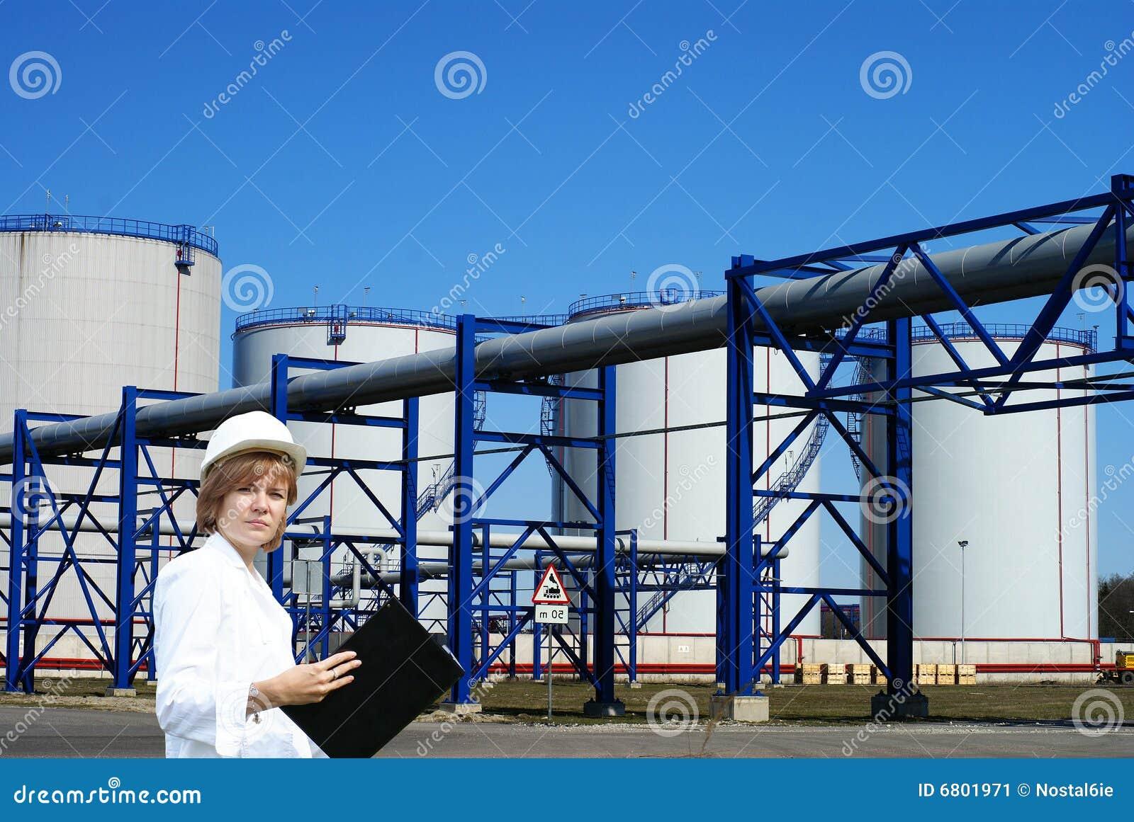 Rewizi rolny żeński inpector spełniania zbiornik