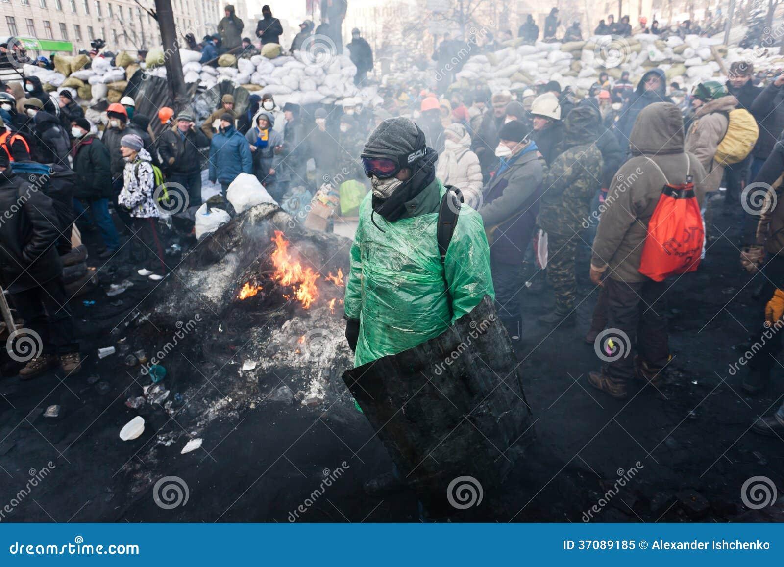 Download Rewolucja w Ukraina. obraz editorial. Obraz złożonej z odziewa - 37089185