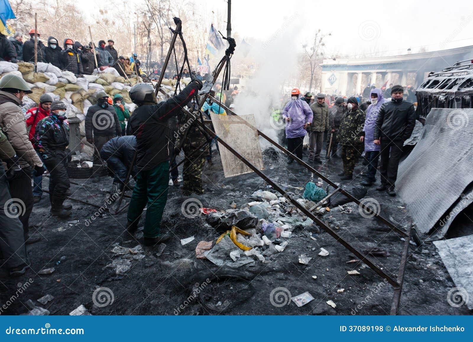 Download Rewolucja w Ukraina. zdjęcie stock editorial. Obraz złożonej z ogień - 37089198