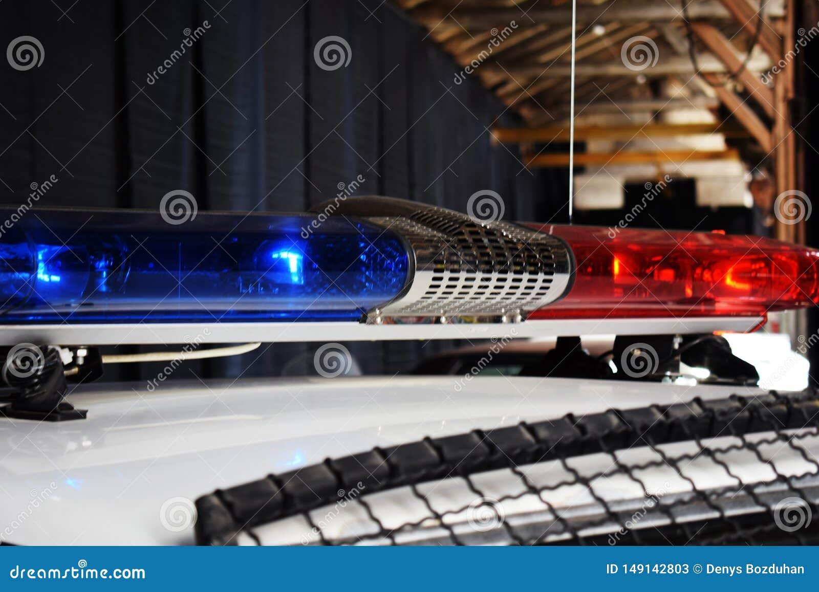 Rewolucjonistka i błękit błyśniemy na samochodach policja