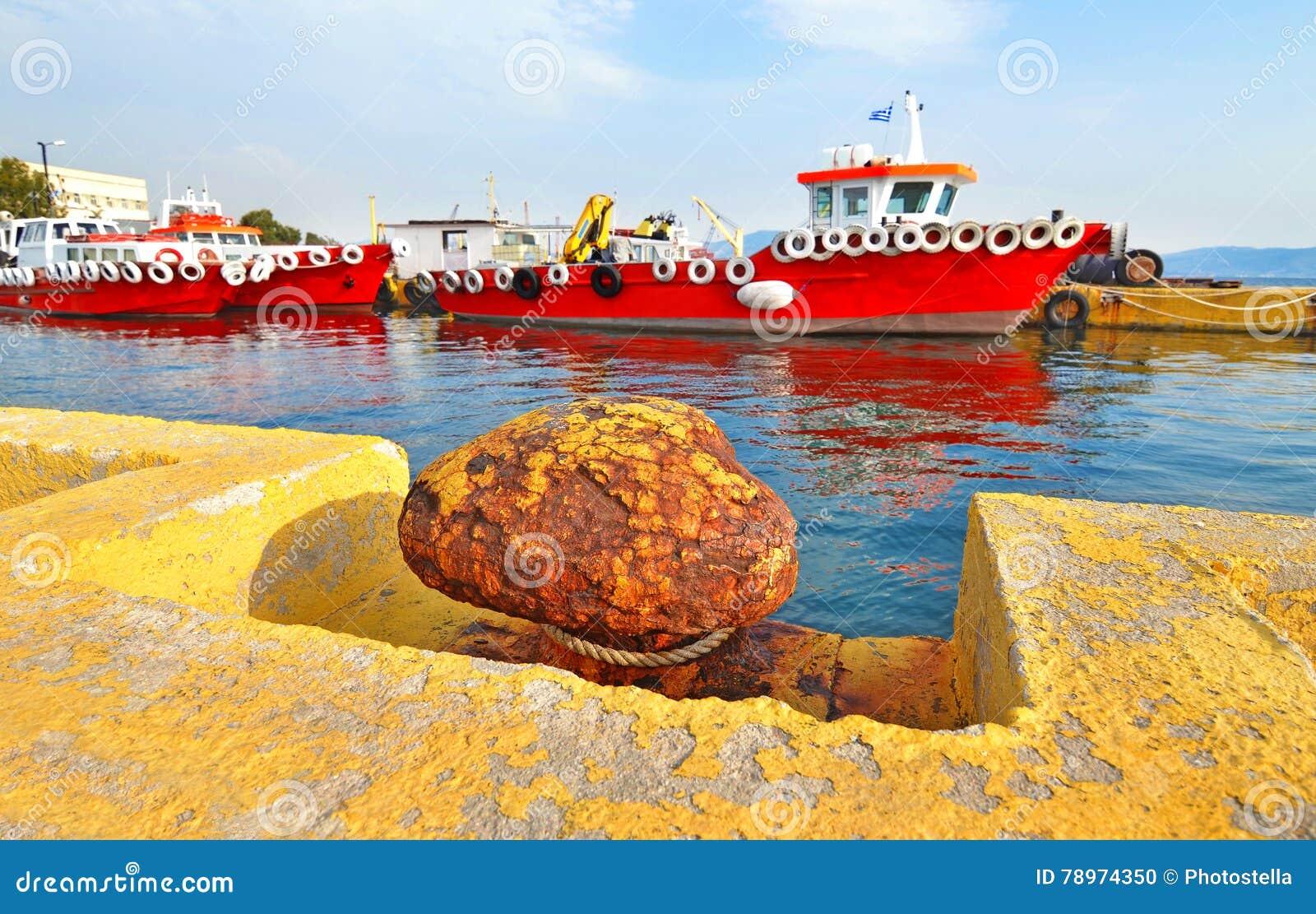 Rewolucjonistka statki przy Eleusis portem Grecja